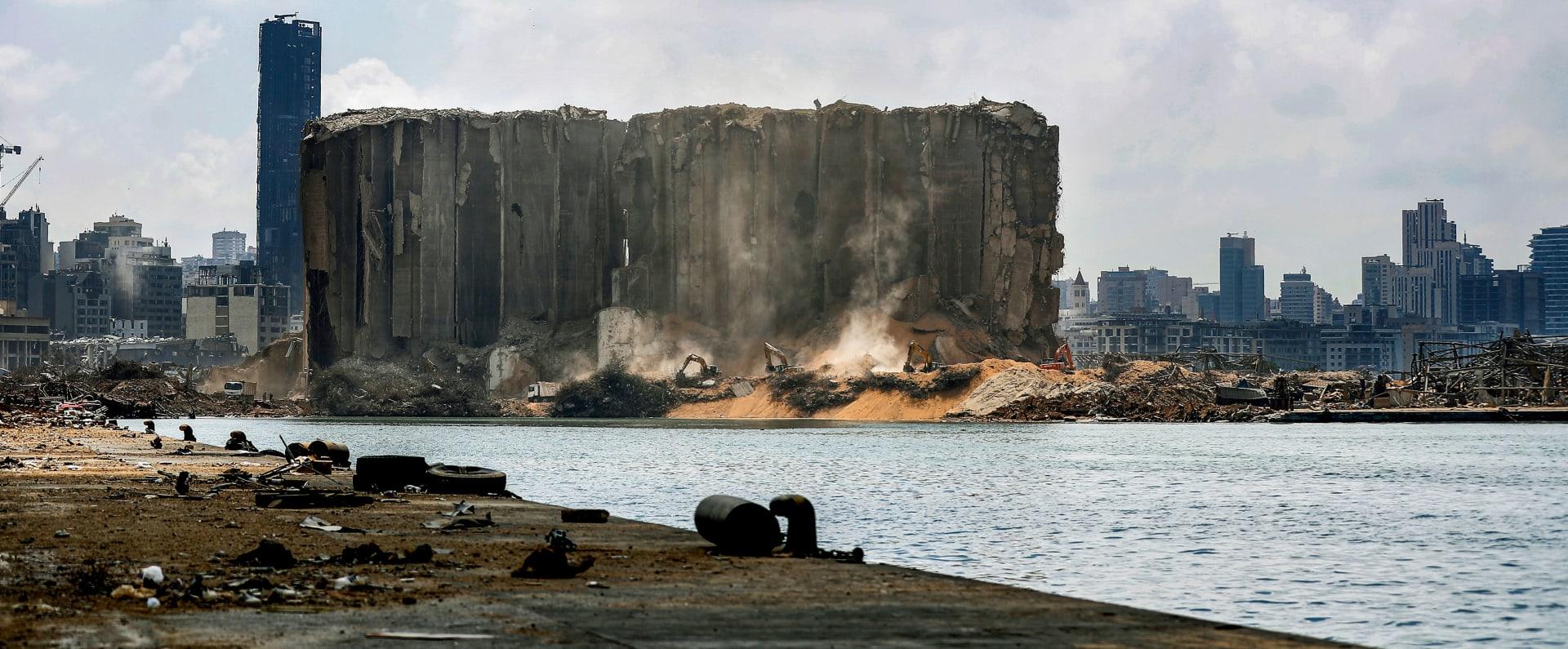 آثار الانفجار الضخم في مرفأ العاصمة اللبنانية بيروت