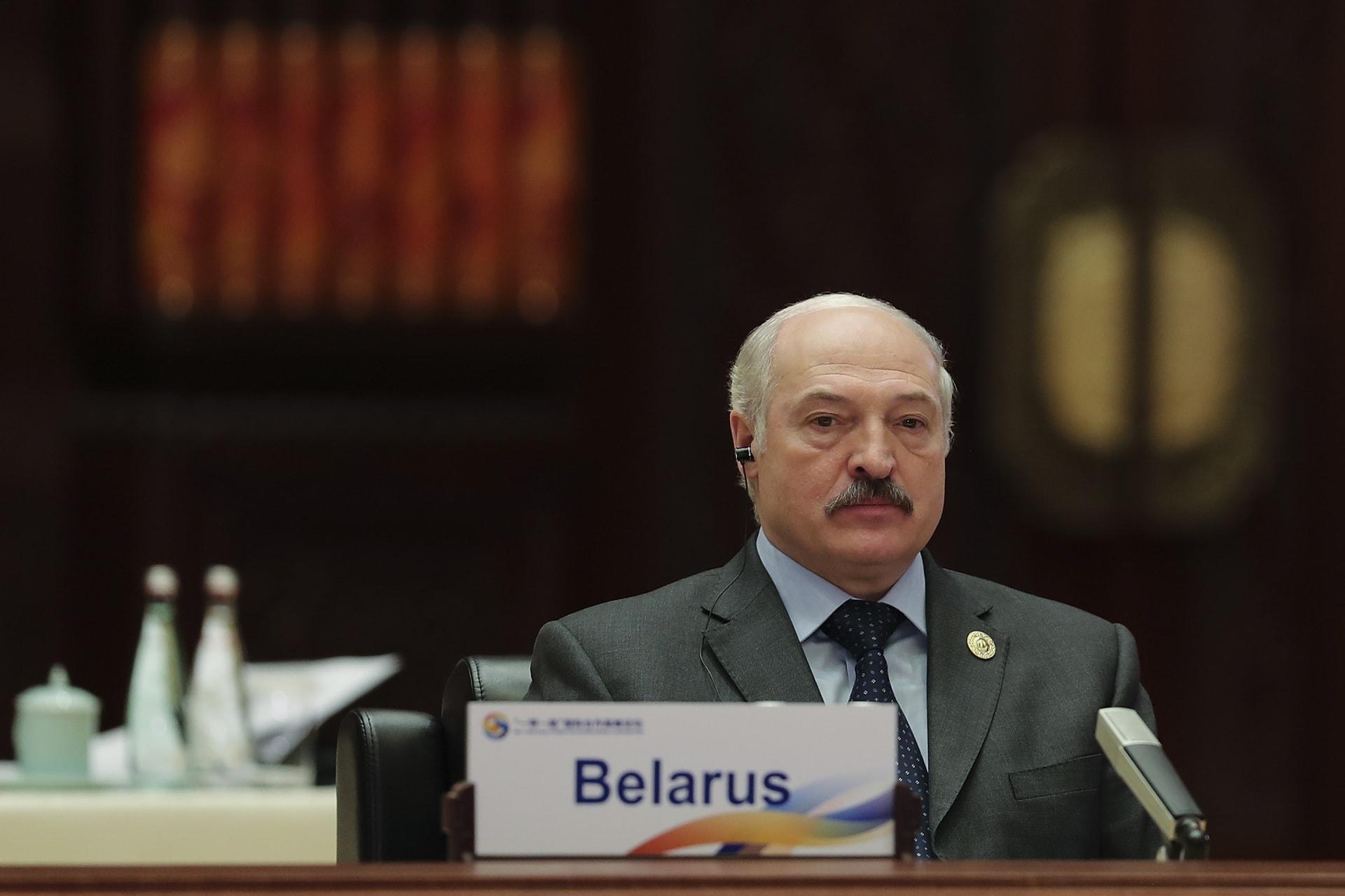 رئيس بيلارسيا يتحدى الاحتجاجات: لن أتخلى عن البلاد لأحد.. وهذا لن ينجح