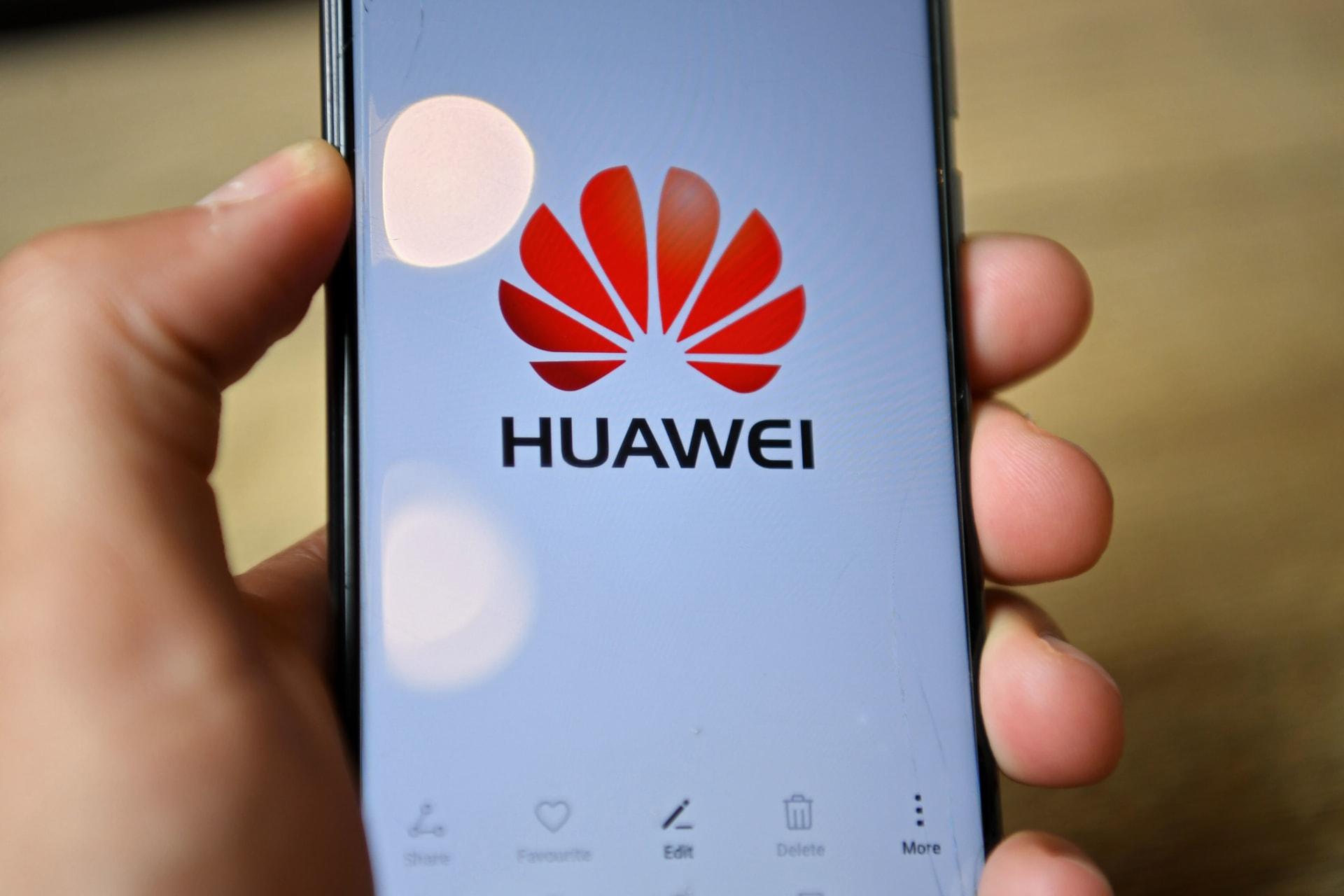 العقوبات الأمريكية الجديدة تخنق ببطء أعمال هواوي في مجال الهواتف الذكية