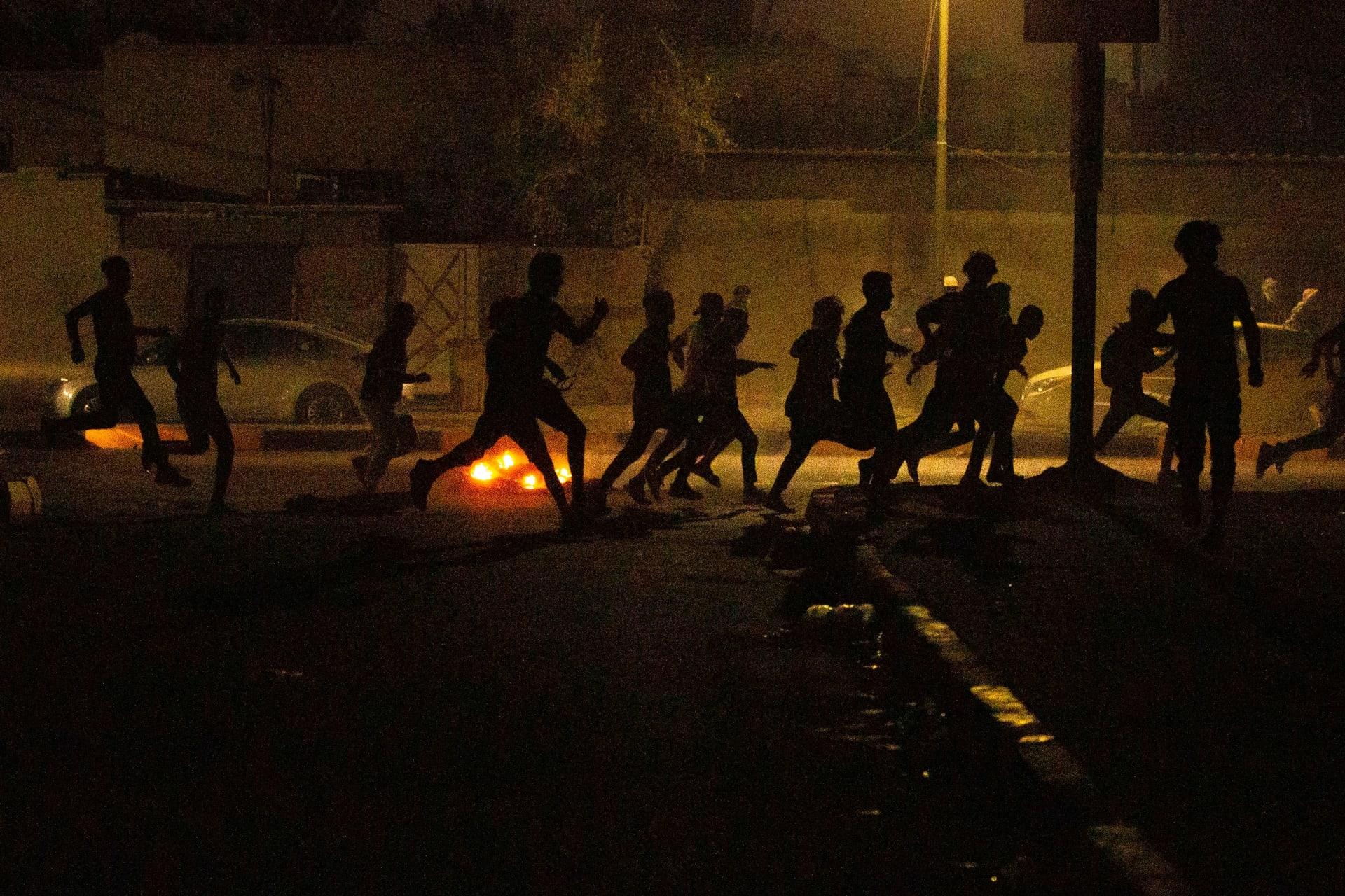 رئيس الحكومة العراقية يقيل قائد شرطة البصرة بعد محاولة اغتيال فاشلة لناشطين