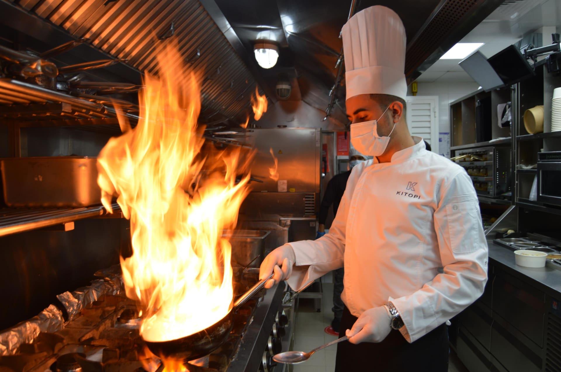 """في دبي.. كيف يتكيف """"مطبخ الشبح"""" هذا مع جائحة فيروس كورونا؟"""