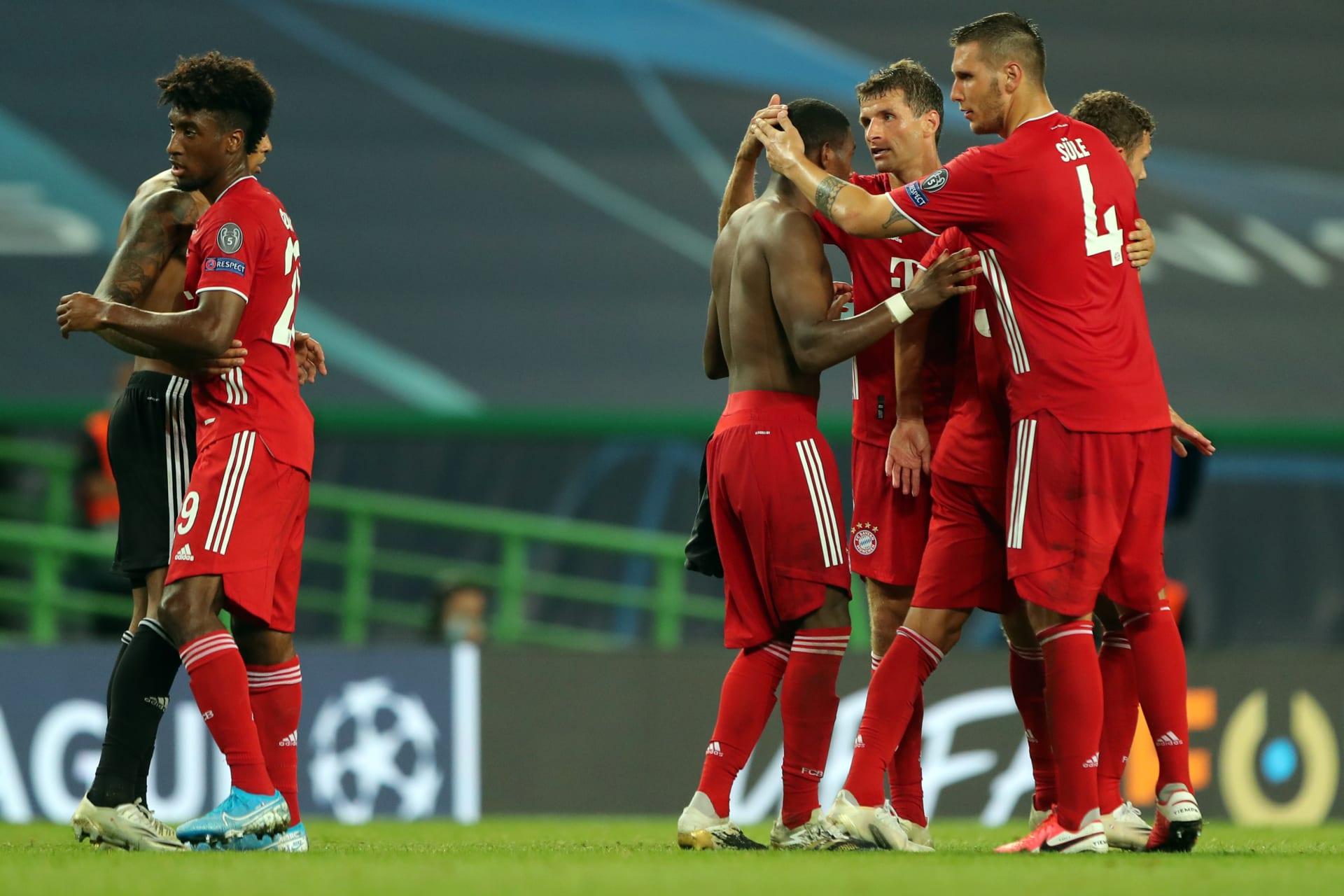 لاعبو بايرن ميونخ الألماني يحتفلون بالفوز على ليون الفرنسي في مباراة نصف نهائي دوري أبطال أوروبا