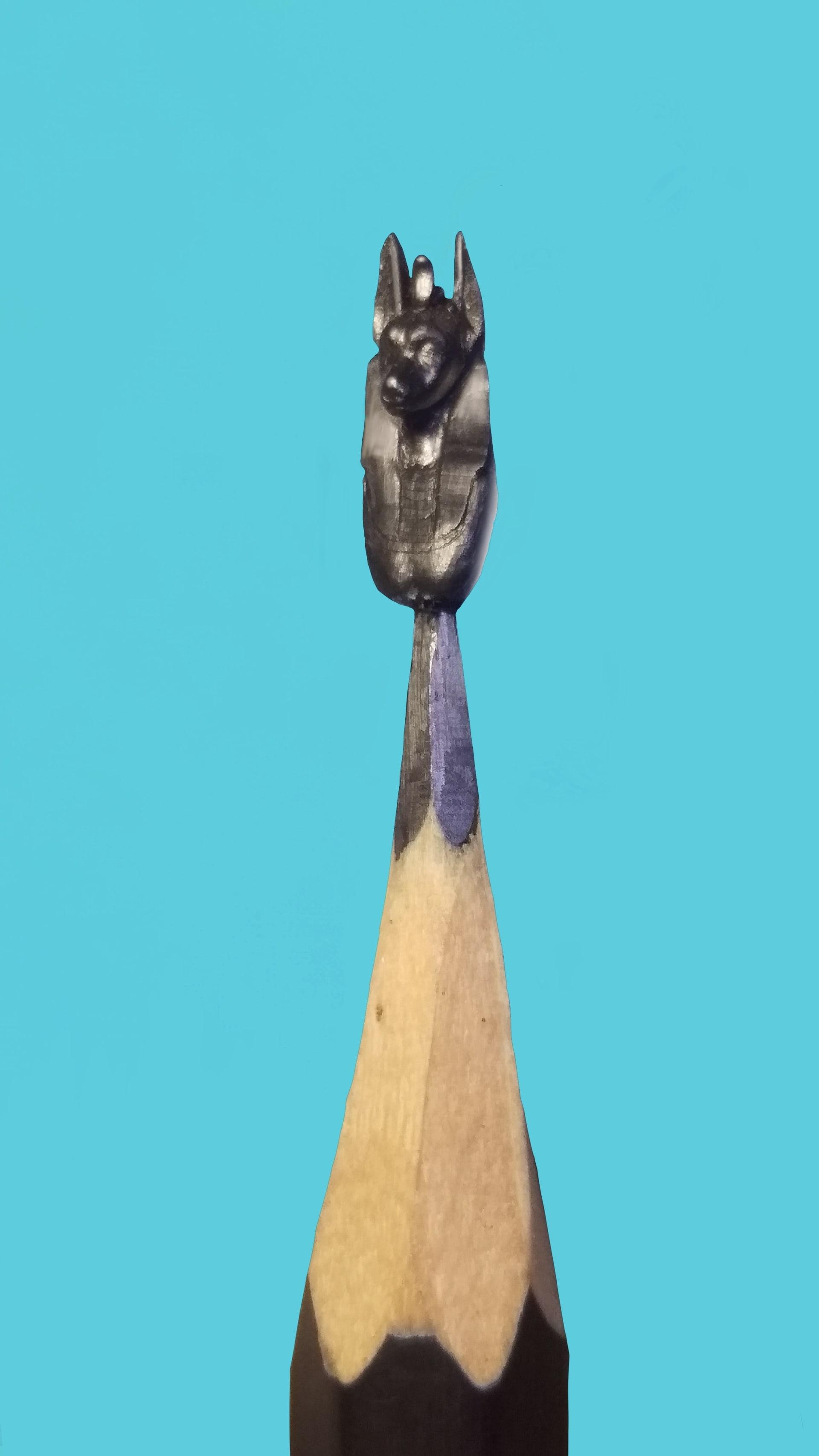 """منها """"رأس نفرتيتي"""" و""""حجر رشيد""""..منحوتات تجسد آثار مصرية بارزة على سن قلم رصاص"""