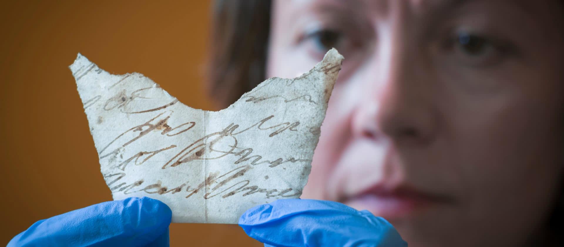 اكتشاف قطع أثرية نادرة تعود للعصور الوسطى في إنجلترا