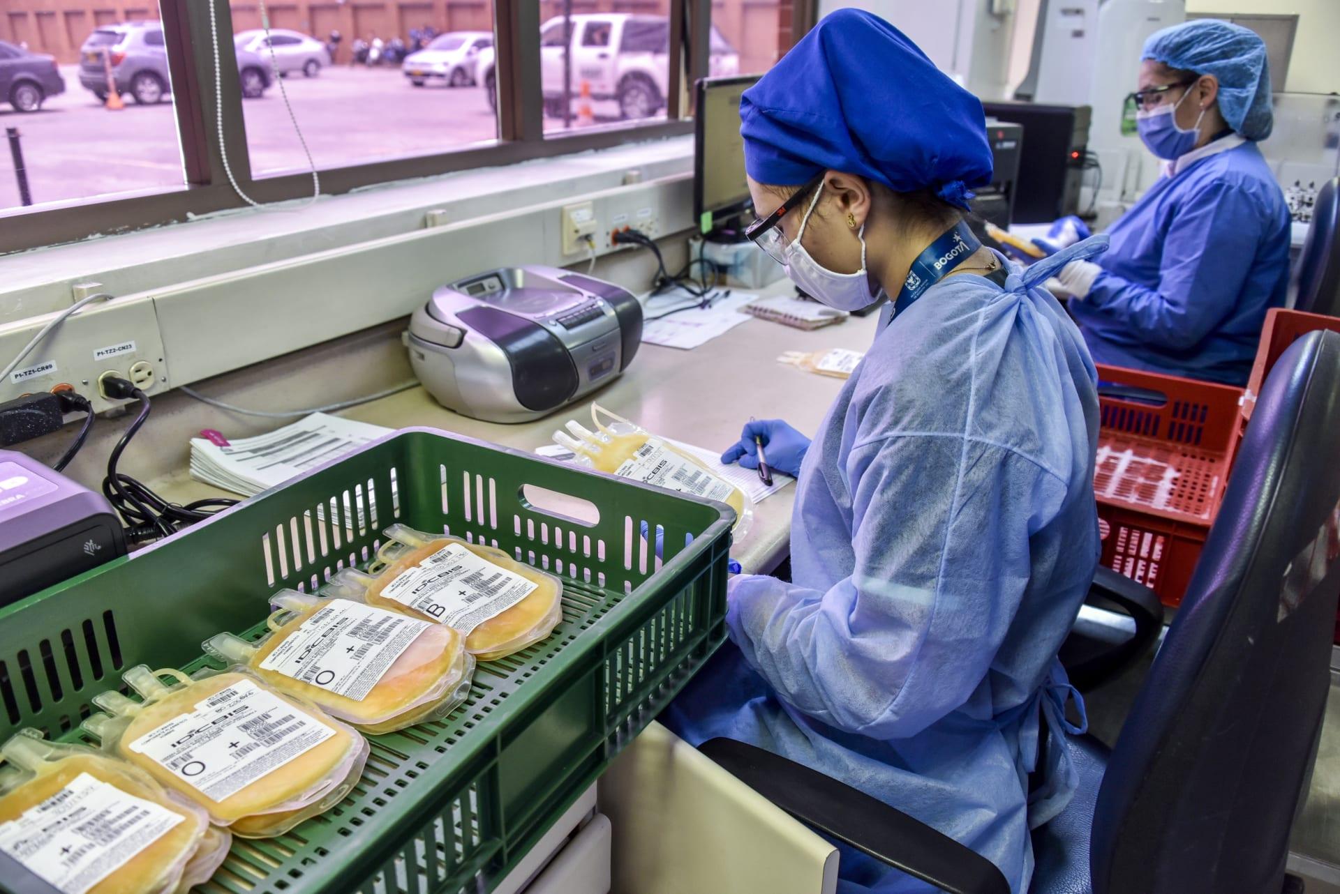 """""""الغذاء والدواء"""" الأمريكية تجيز استخدام بلازما النقاهة في علاج كورونا"""