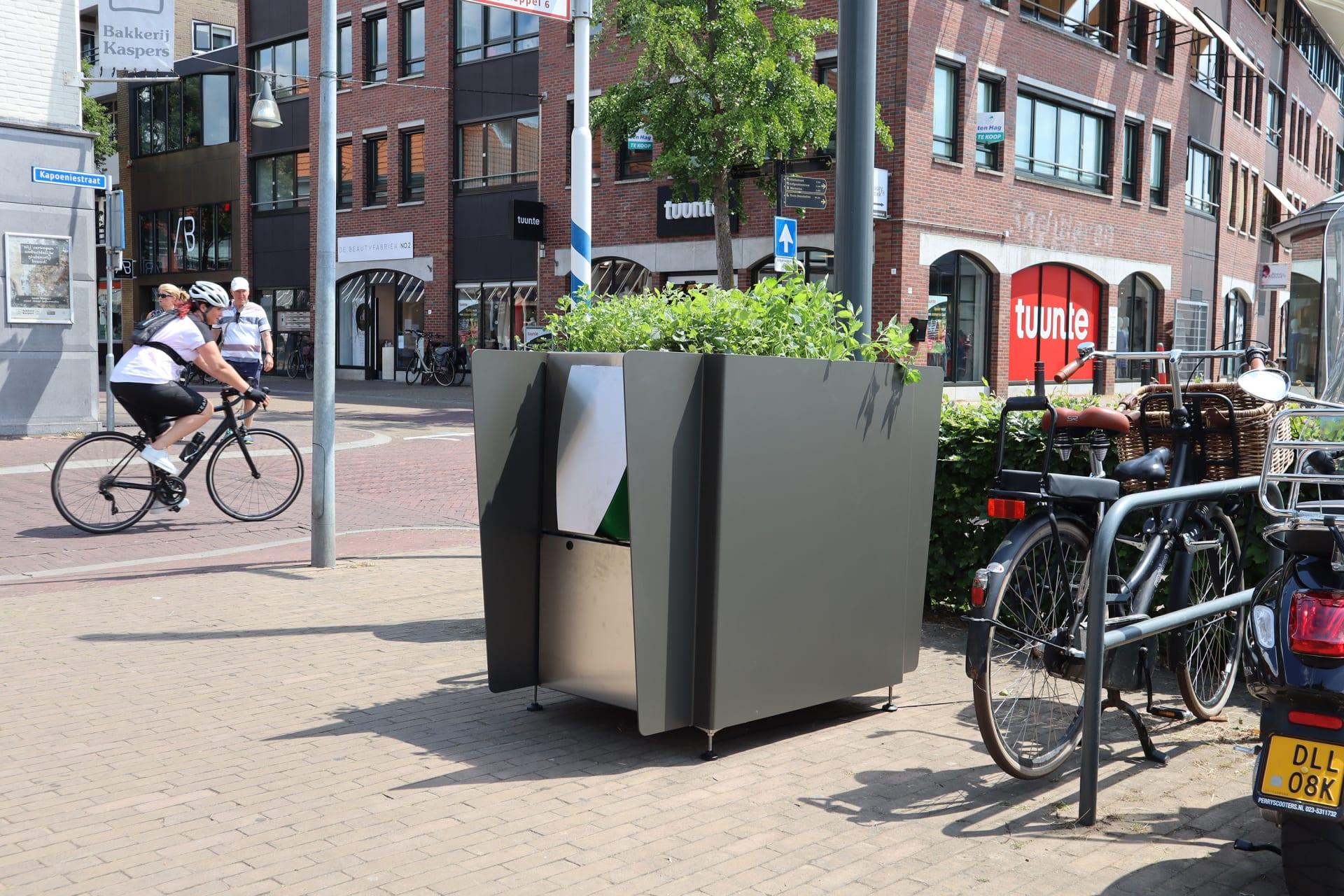 مبولات على شكل أوعية النباتات.. هذا هو حل أمستردام لمشكلة أزلية هي التبول في الأماكن العامة