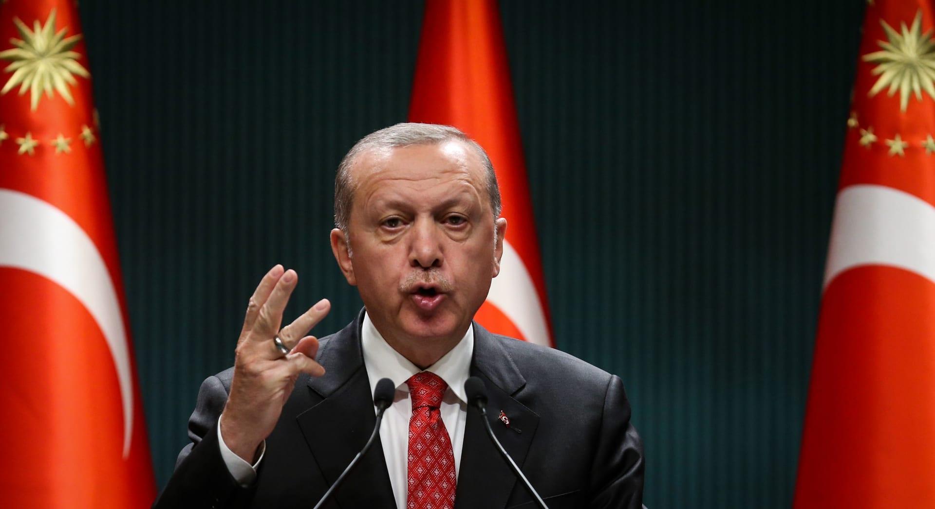 """أردوغان يرد على تصريحات بايدن.. ومناورات تركية مع """"دول حليفة"""" بالمتوسط"""