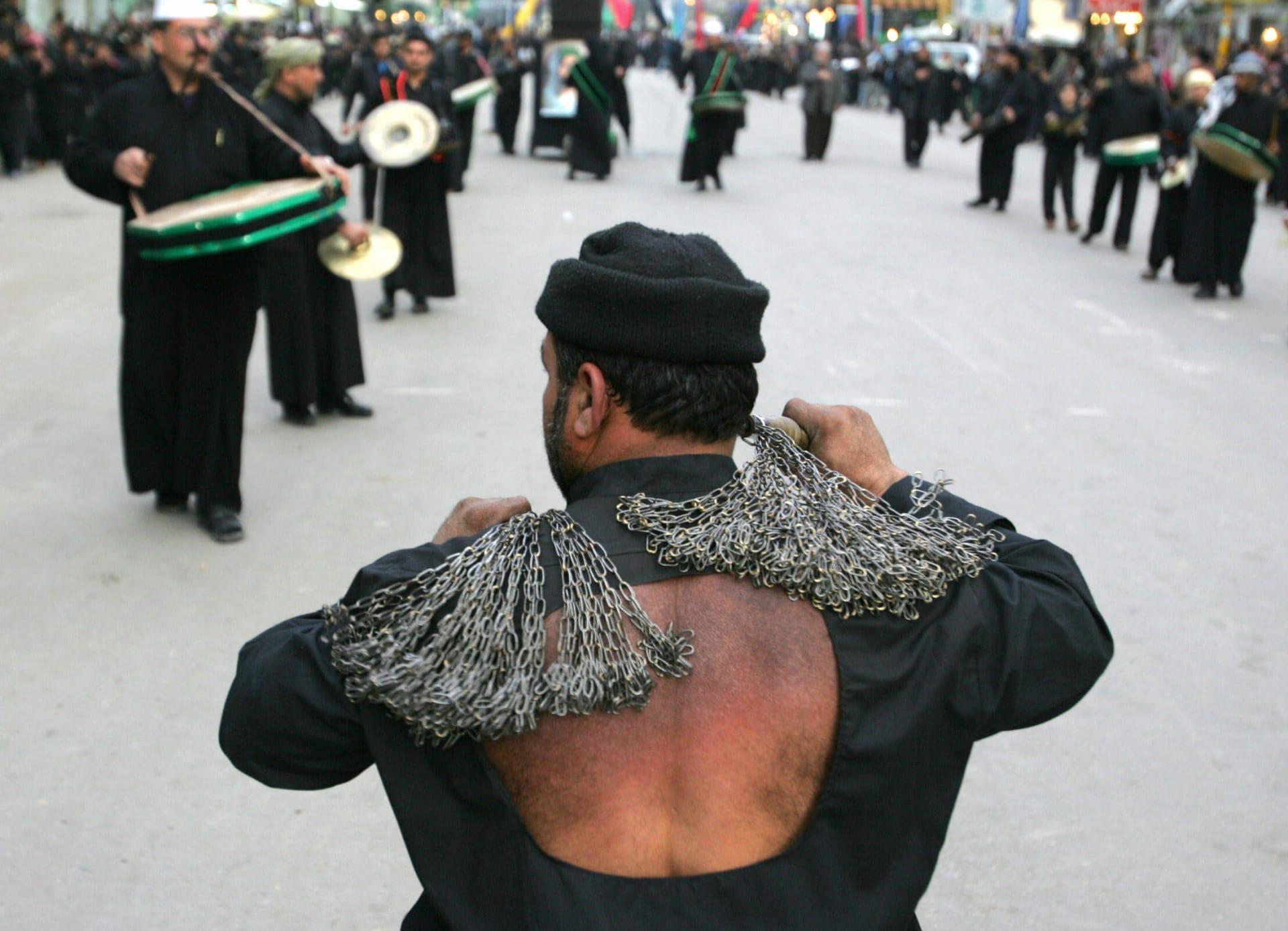 ما هي عاشوراء في فكر الخميني وسط الانقسام بين السنة والشيعة؟
