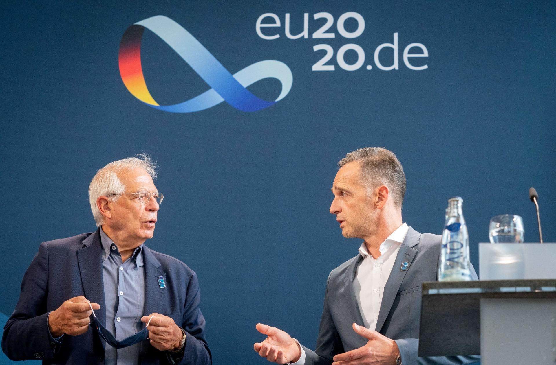 وزير الخارجية الألماني هايكو ماس والممثل الأعلى للسياسة الخارجية بالاتحاد الأوروبي جوزيب بوريل