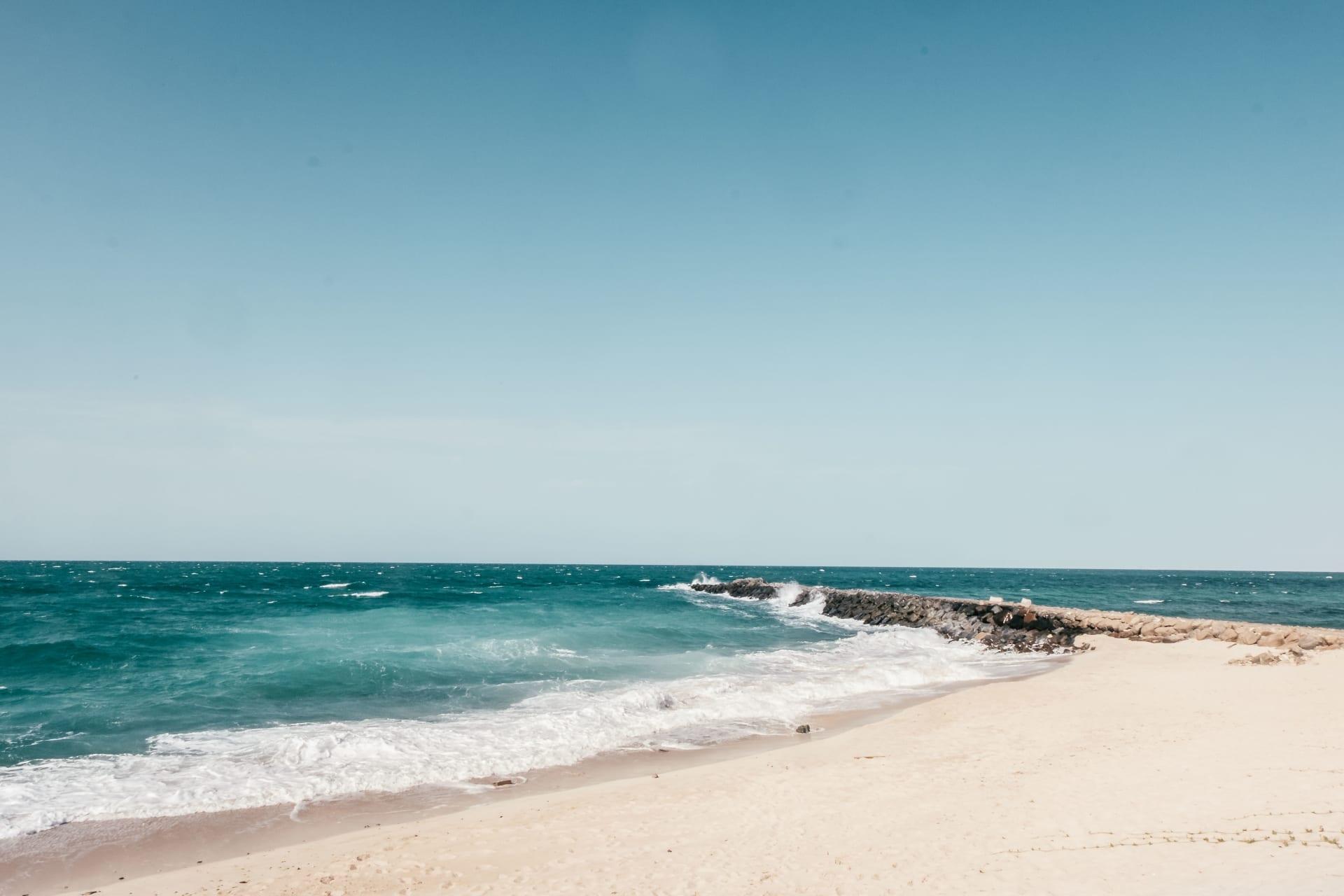 تفصلك عنه رحلة بقارب صغير.. فردوس على الأرض بأبوظبي اشتق اسمه من النور
