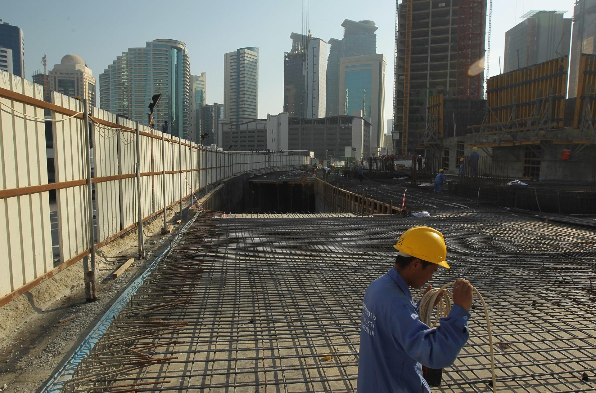 """أمنيستي تعتبر الإصلاحات القطرية في سوق العمل """"خطوة في الطريق الصحيح"""" لكنها غير كافية"""