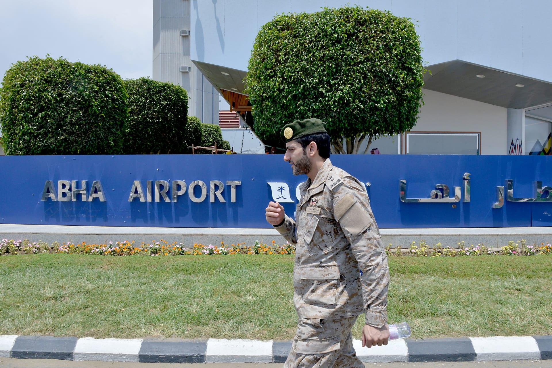 """التحالف باليمن: سقوط شظايا على مطار أبها بعد اعتراض مُسيرة """"مُفخخة"""""""