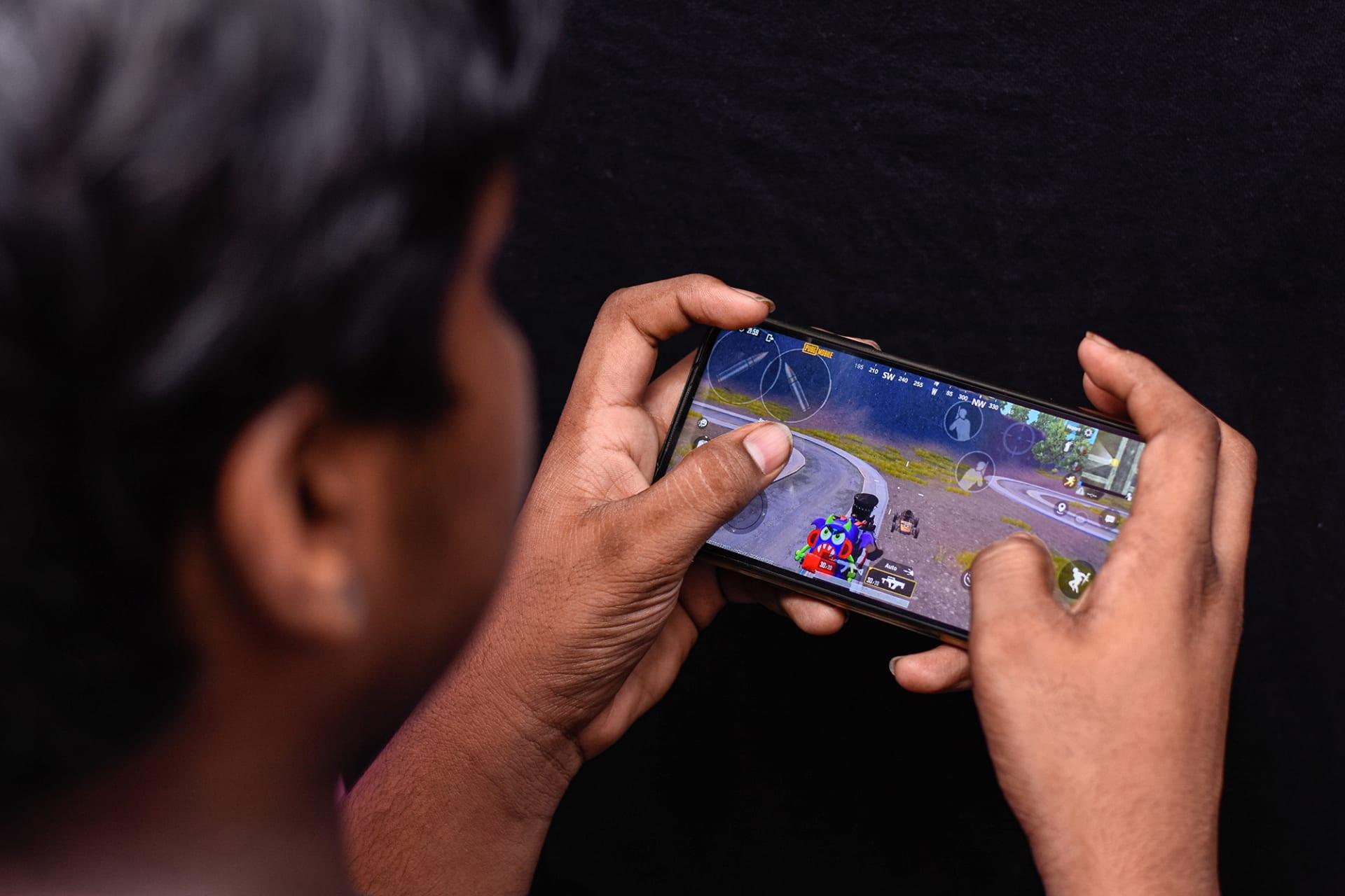 """الهند تحظر 118 تطبيقاً صينياً.. من بينها """"ببجي"""" و""""علي باي"""""""