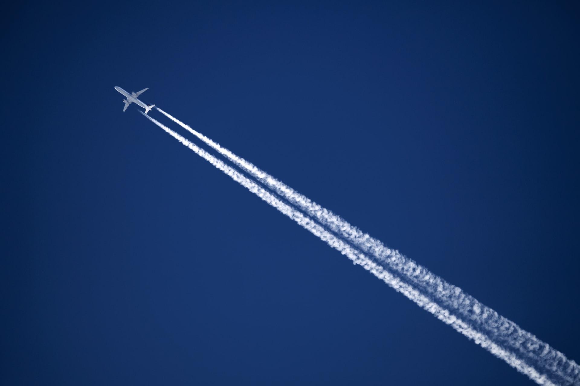 صورة أرشيفية لطائرة تحلق في رحلة