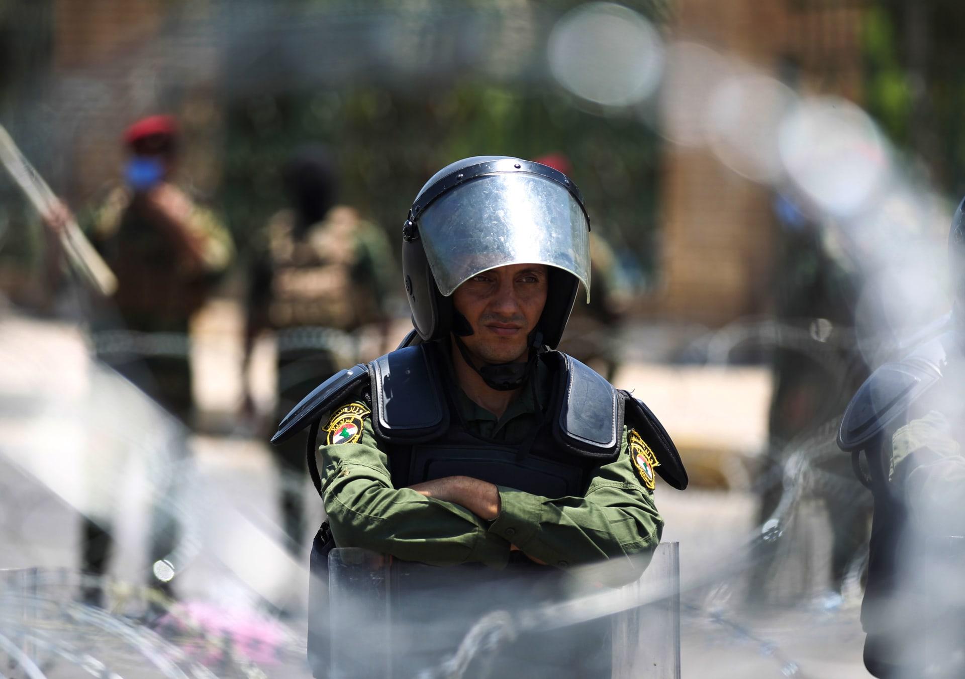 ضبط أكثر من 100 قطعة سلاح في عملية أمنية في العاصمة العراقية بغداد