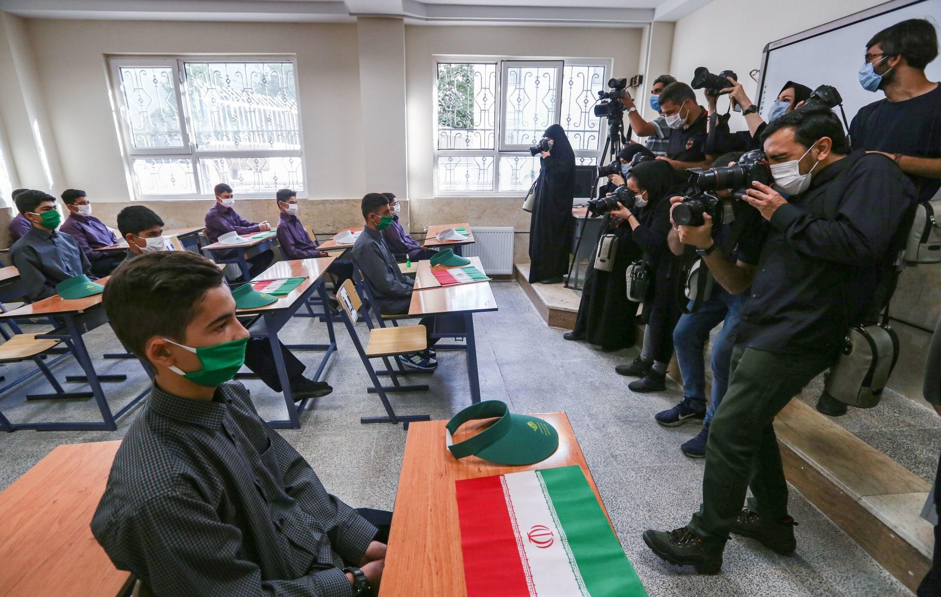 إيران تفتح المدارس مع استمرار تزايد الوفيات الناجمة عن كورونا