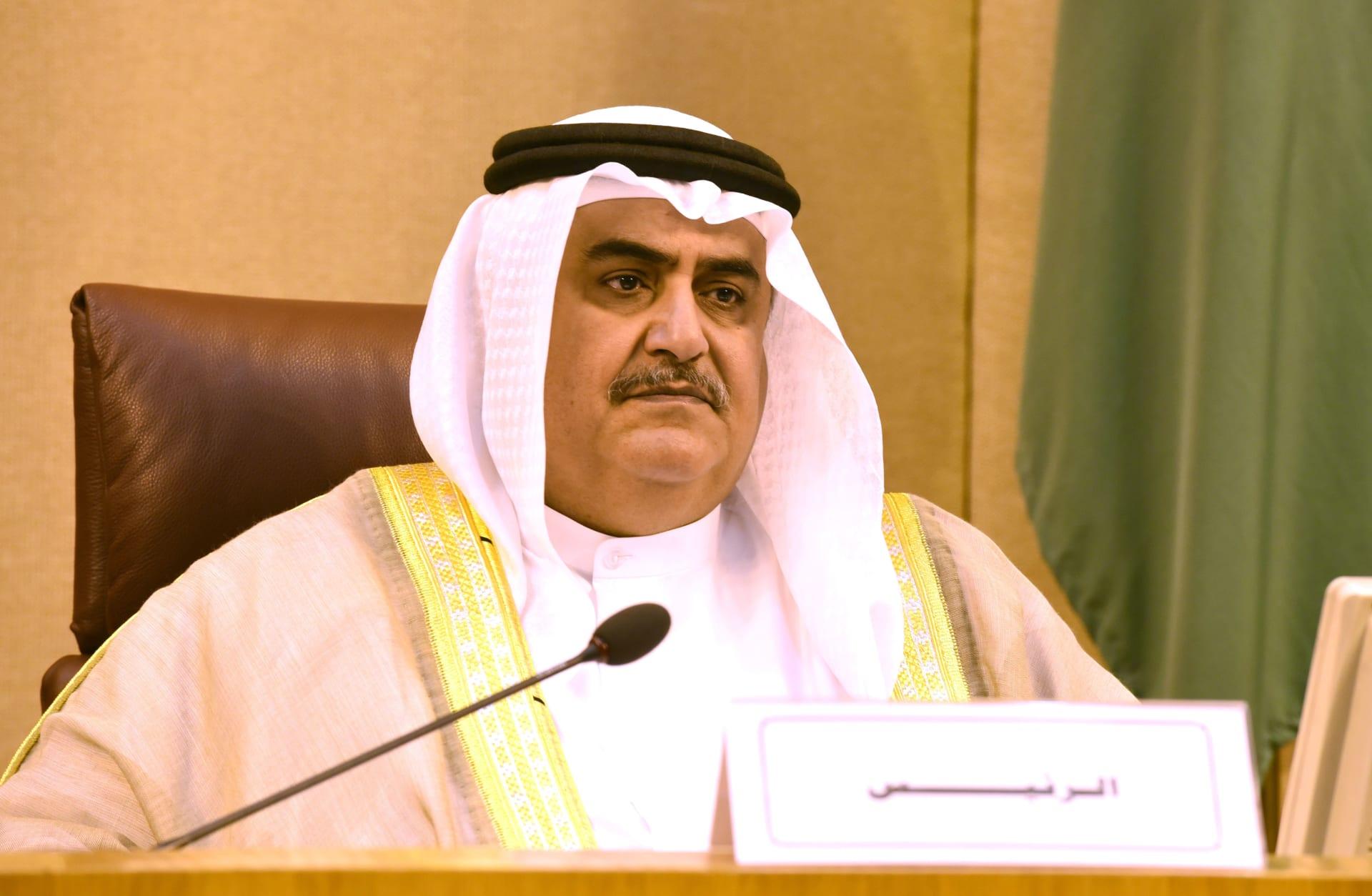 وزير خارجية البحرين السابق يرد على تصريحات فضل الفلسطينيين بتعليم شعوب الخليج القراءة والكتابة: لن يسيء تافه لعلاقاتنا