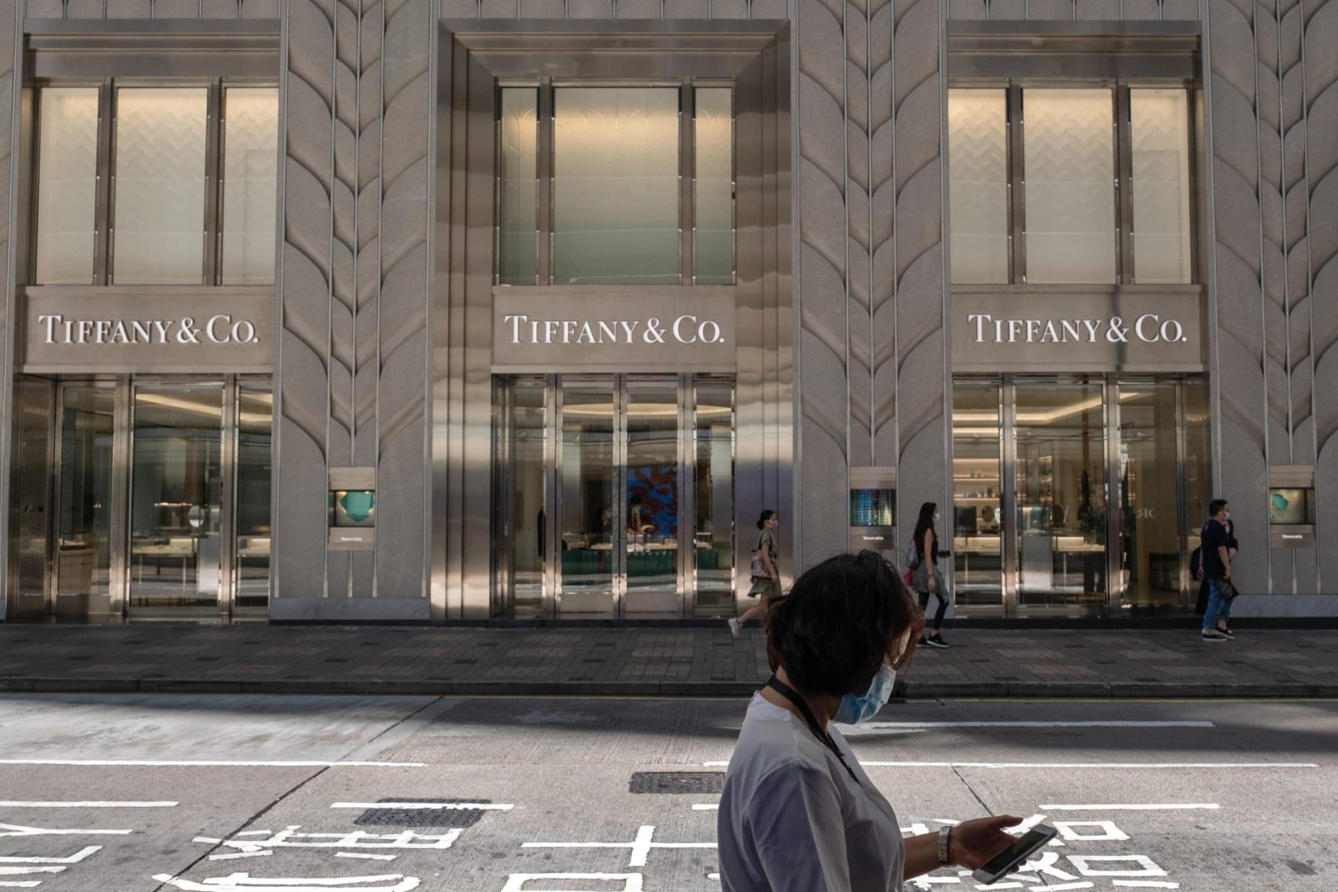 """مالك علامة """"لويس فيتون"""": صفقة الاستحواذ على دار مجوهرات """"تيفاني"""" لا يمكنها أن تستمر"""