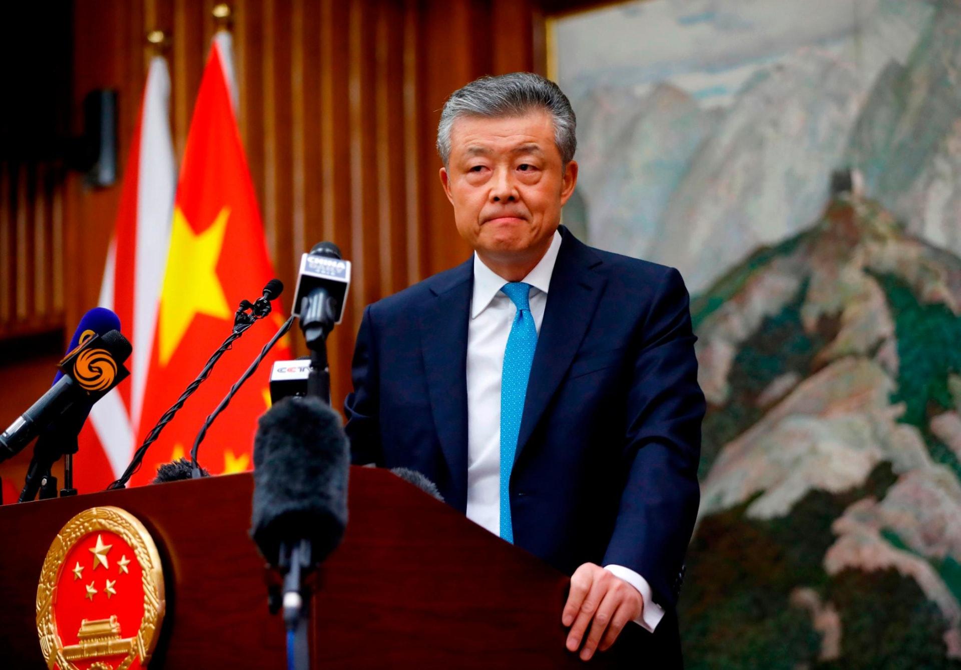 """حساب السفير الصيني لبريطانيا """"يعجب"""" بتغريدة إباحية.. والسفارة تطلب من تويتر التحقيق"""