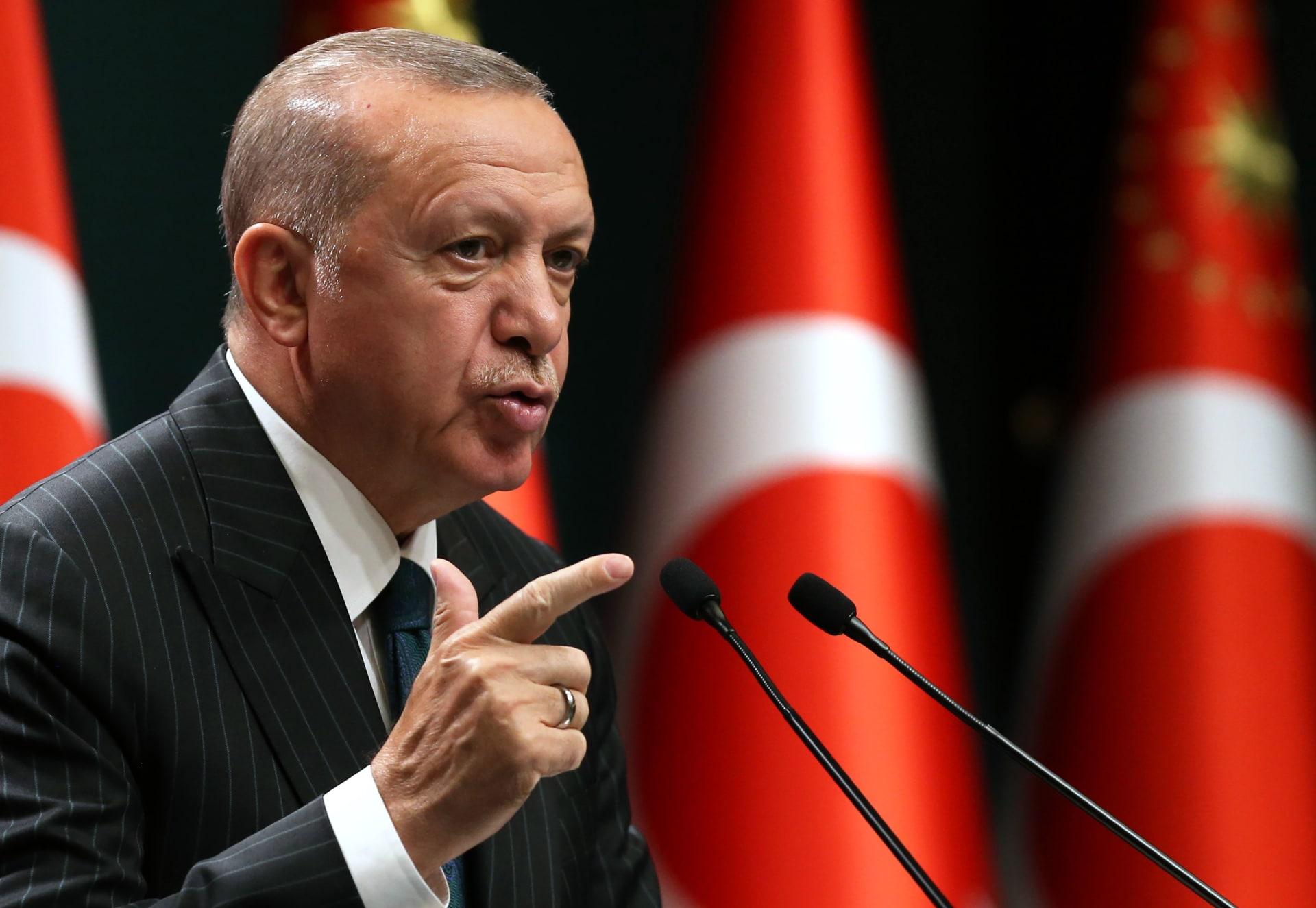 أردوغان يُحذر ماكرون: لا تعبث مع تركيا