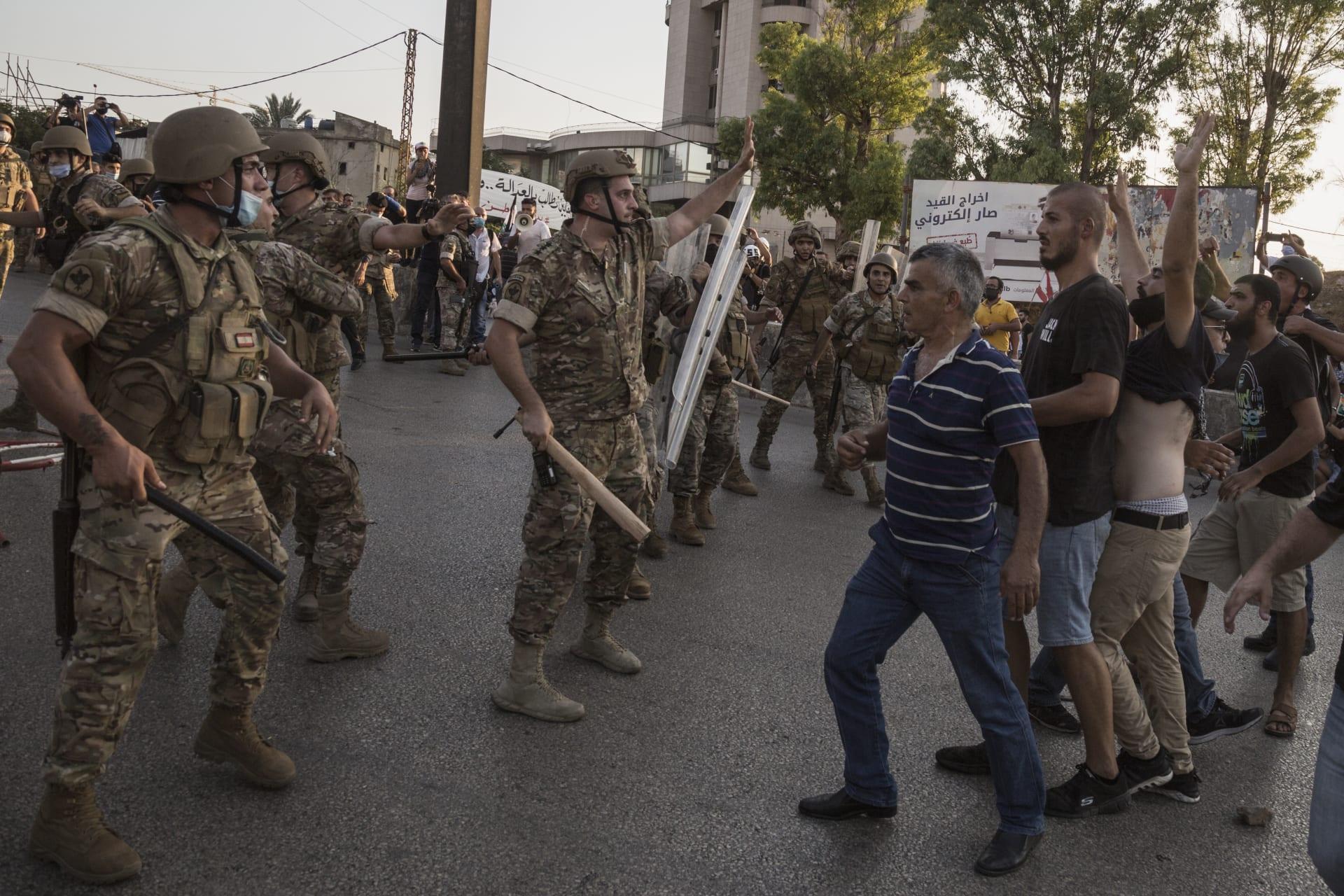 لبنان.. اشتباكات في نطاق قصر بعبدا الرئاسي.. والجيش يوضح سبب إطلاقه النار