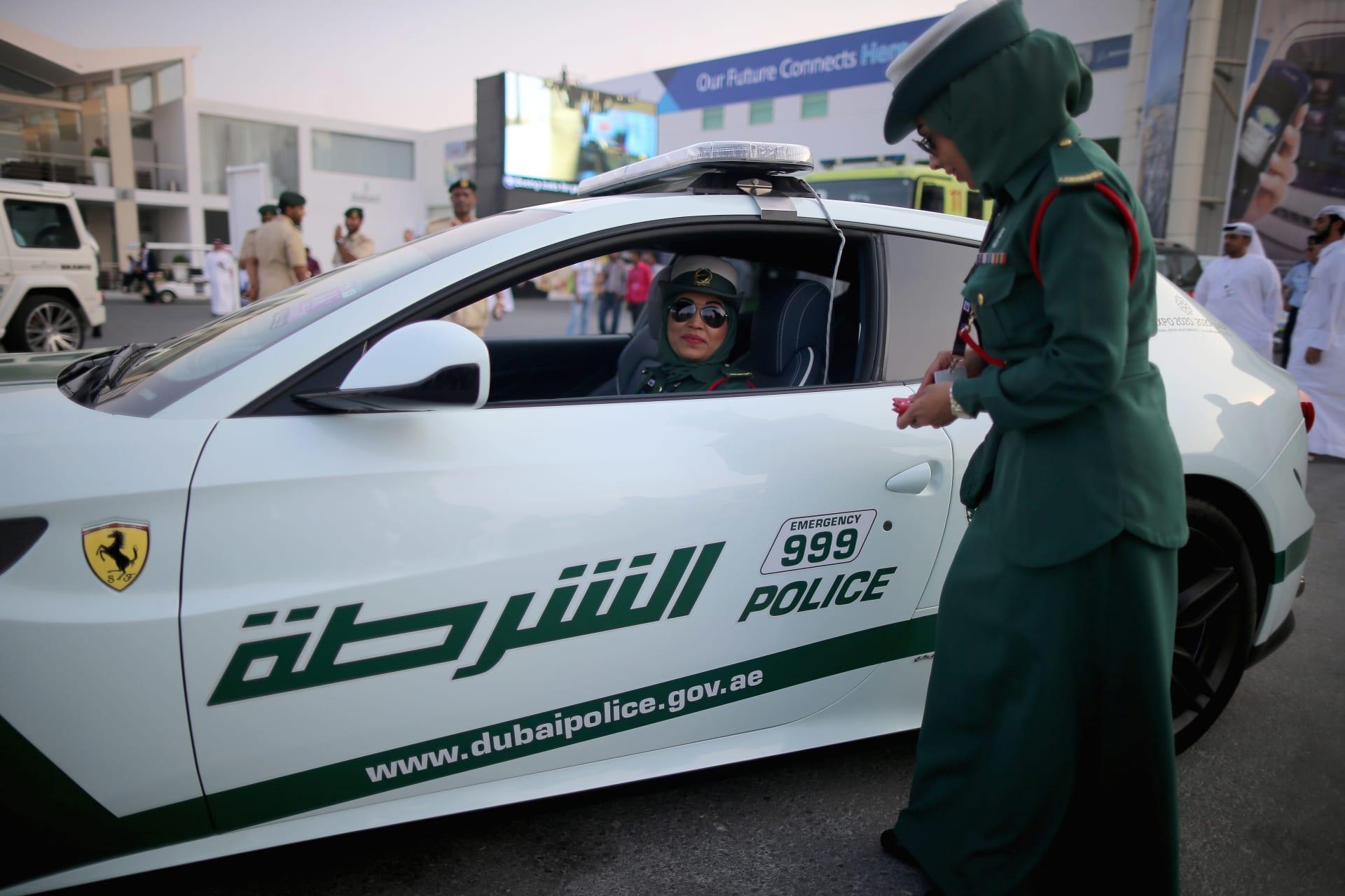 """شرطة دبي تضبط شابًا نشر فيديو يؤكد إصابته بكورونا وخروجه لشراء """"القهوة"""""""