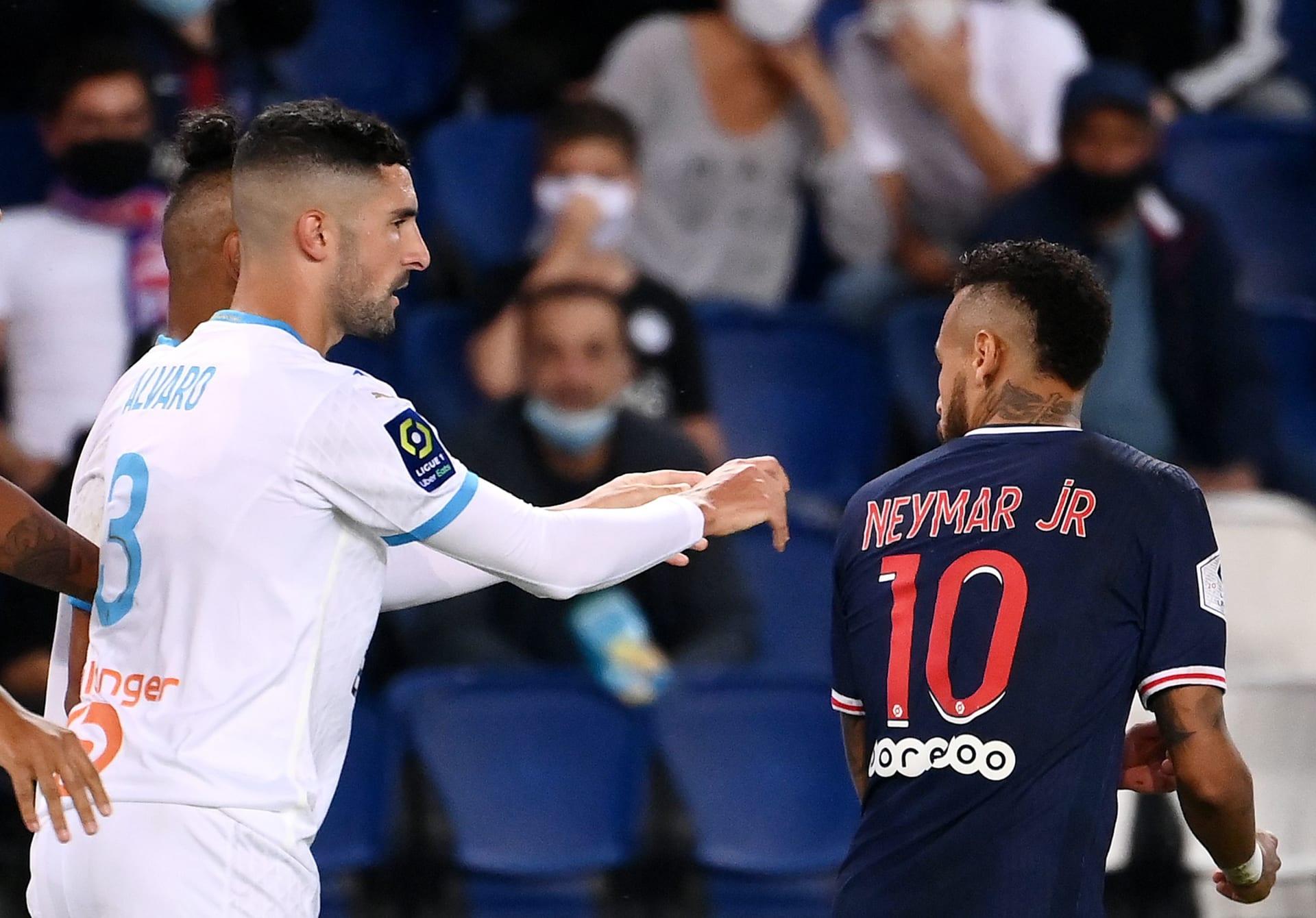 """بعد """"المعركة"""" التي شهدتها المباراة.. نيمار يتهم لاعب مارسيليا بوصفه بـ""""القرد"""""""
