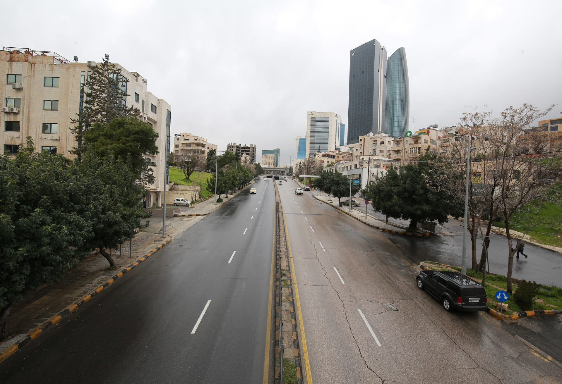 الأردن.. العودة لسلسلة إغلاق تشمل قطاع التعليم والمساجد والكنائس والأسواق والمقاهي والمطاعم لأسبوعين