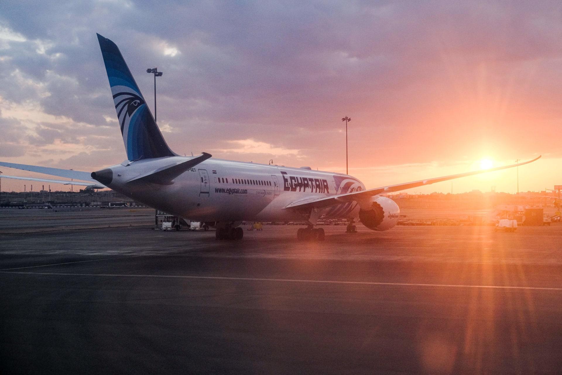 """تذكرة سفر مدى الحياة لمولودة يمنية على متن طائرة """"مصر للطيران"""""""