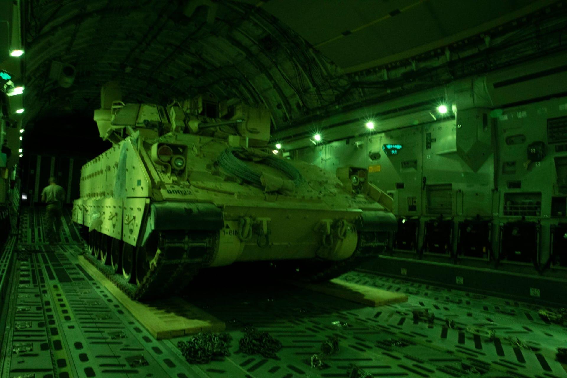 التحالف الدولي: الولايات المتحدة تنقل عربات مدرعة إلى داخل سوريا