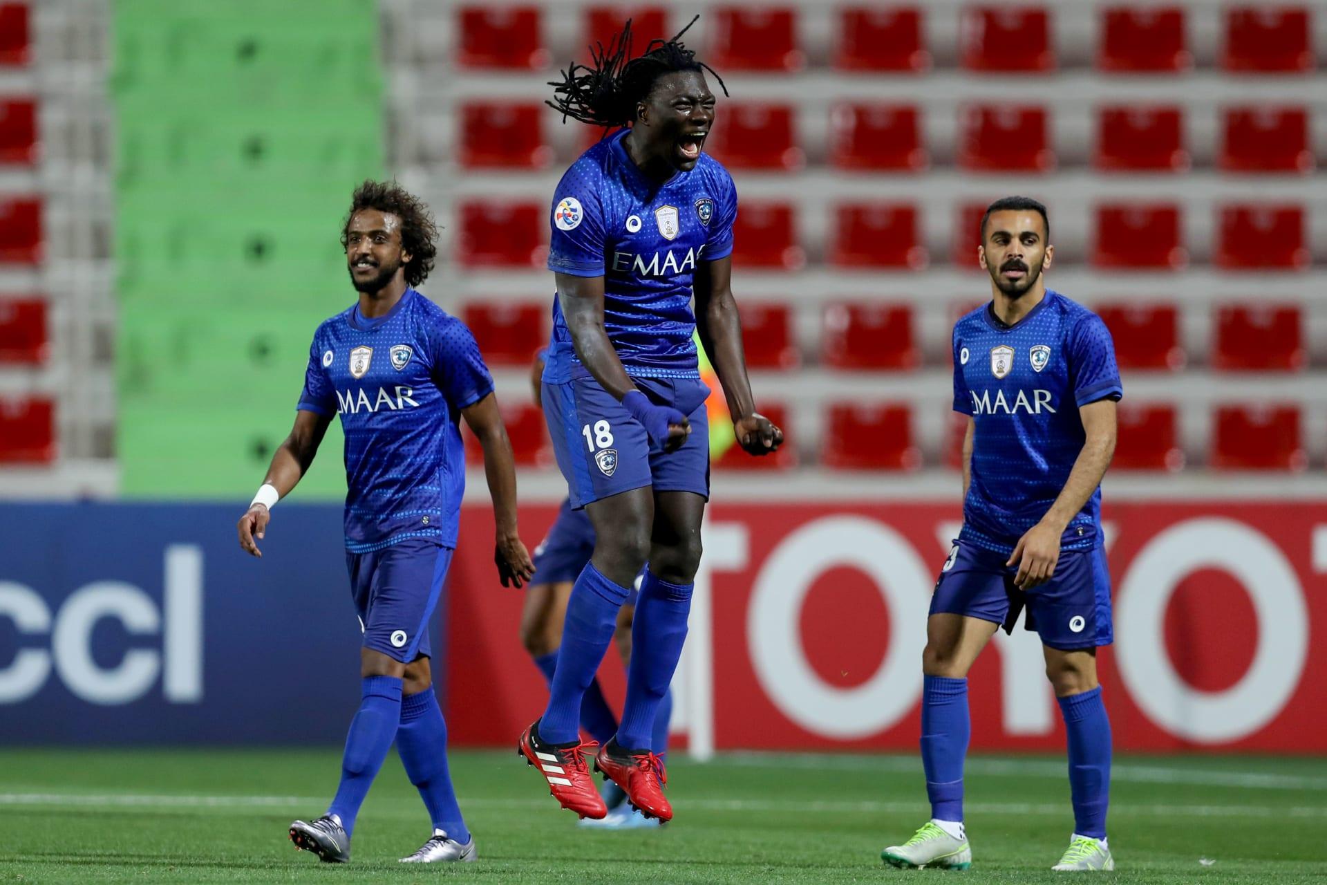 """بعد إصابة 15 من لاعبي الهلال بكورونا في قطر.. أمير سعودي يستبعد """"المؤامرة"""""""