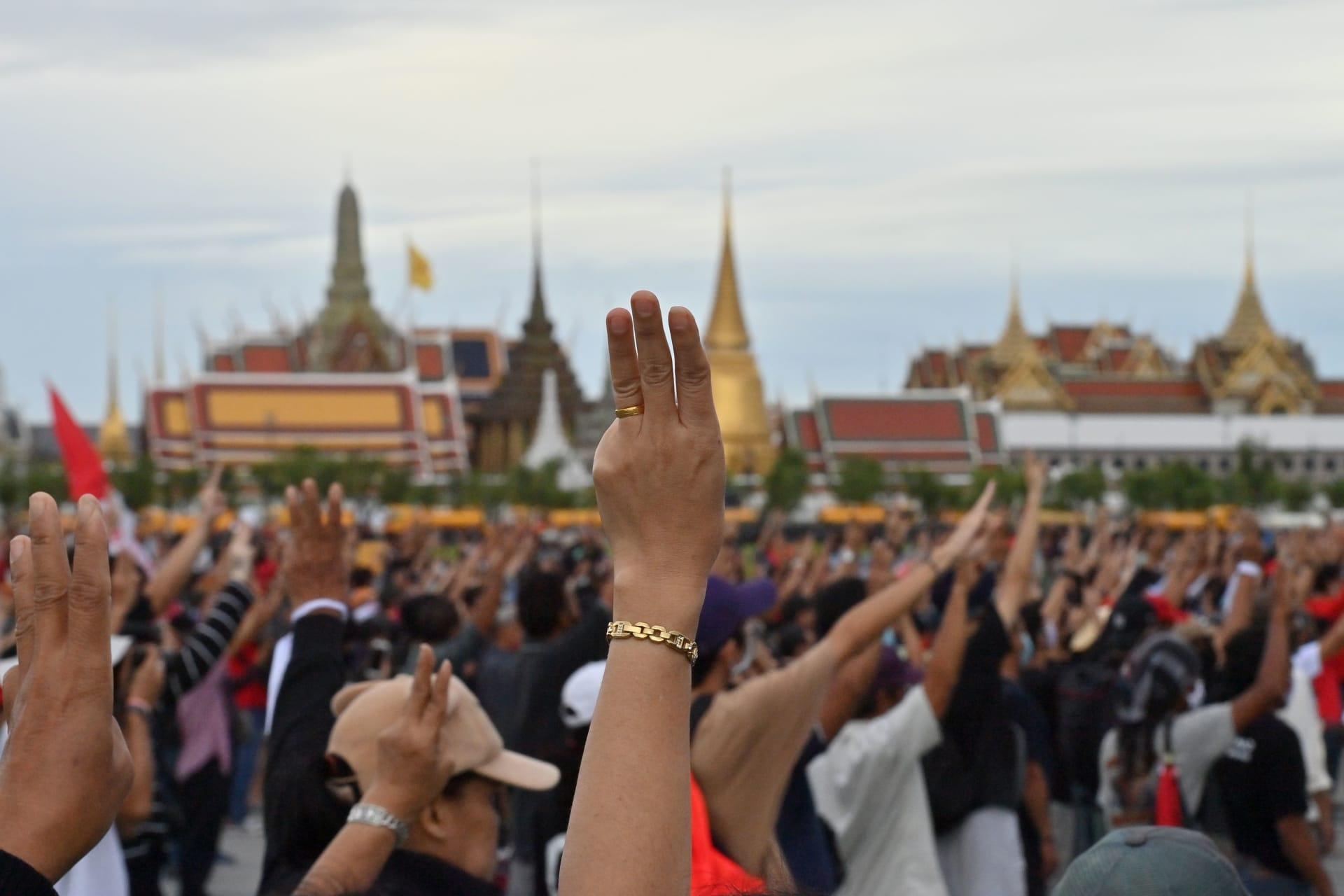 """متظاهرو تايلاند يعلنون """"انتصارهم"""" بعد تسليم مطالب """"إصلاح الملكية"""" إلى السلطات"""