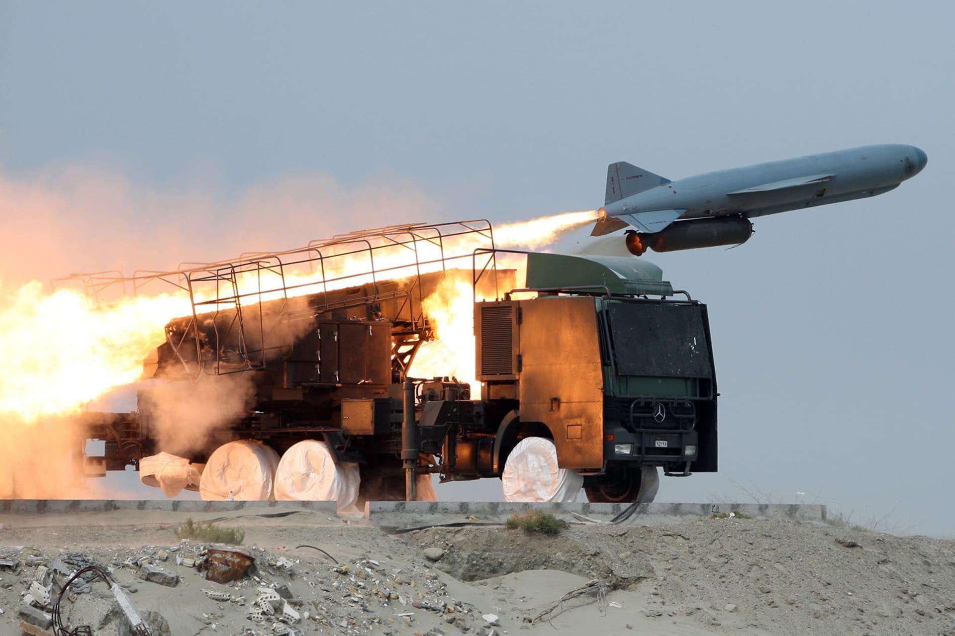 صورة أرشيفية لصاروخ إيراني خلال تدريبات