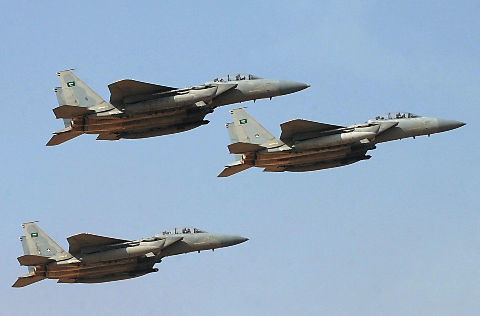 فيديو أظهر مُصورًا يوجه مقاتلات سعودية في الجو يحصد 3 ملايين مشاهدة