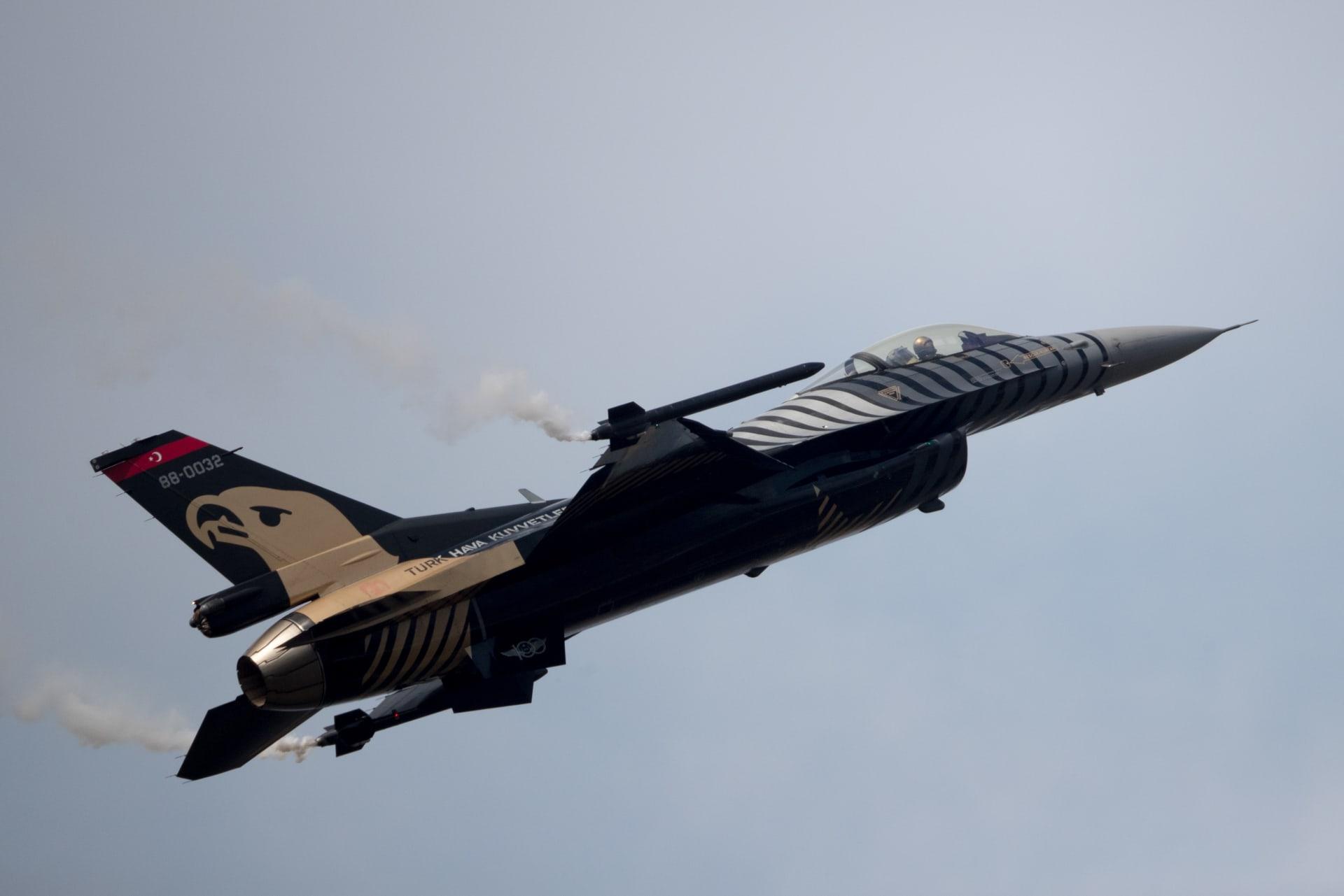 """تركيا ترد على اتهامها بتزويد أذربيجان بمقاتلات """"F-16"""" والطائرات المسيرة"""