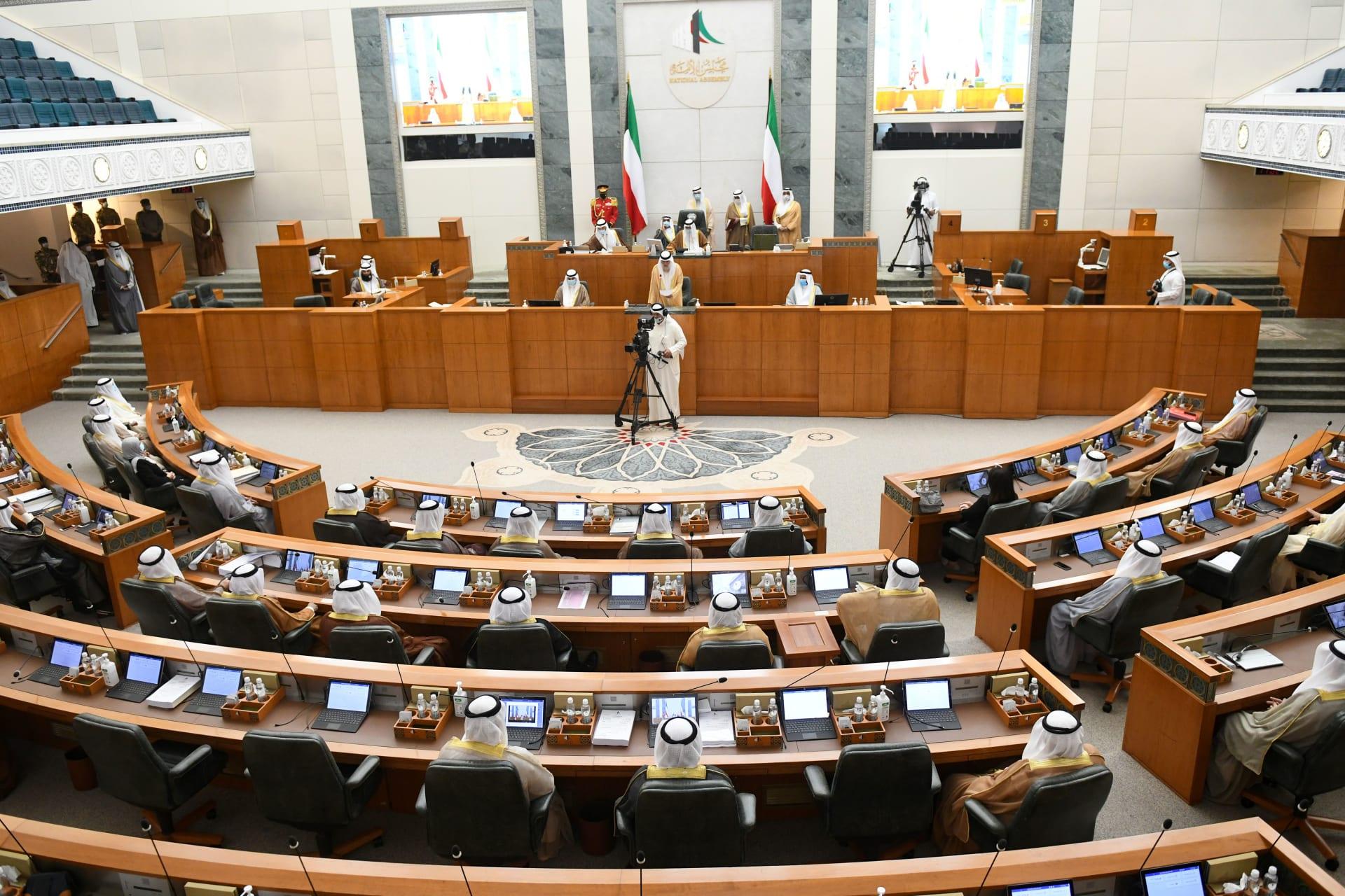 """بعد اتهامه بـ""""الإساءة لأمير البلاد الجديد"""".. نائب كويتي سابق لمنتقديه: عيب عليكم"""