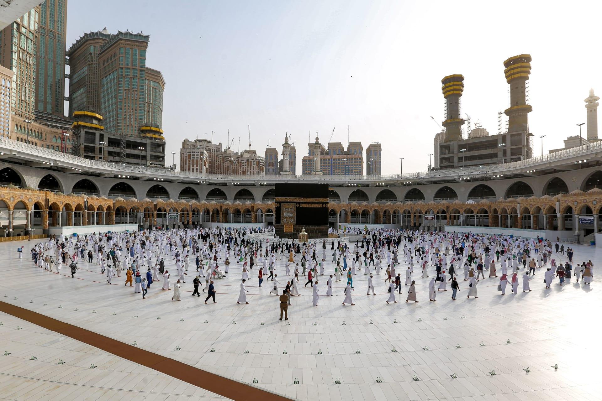 السعودية.. استئناف العمرة بداية من منتصف الليلة لأول مرة منذ مارس الماضي