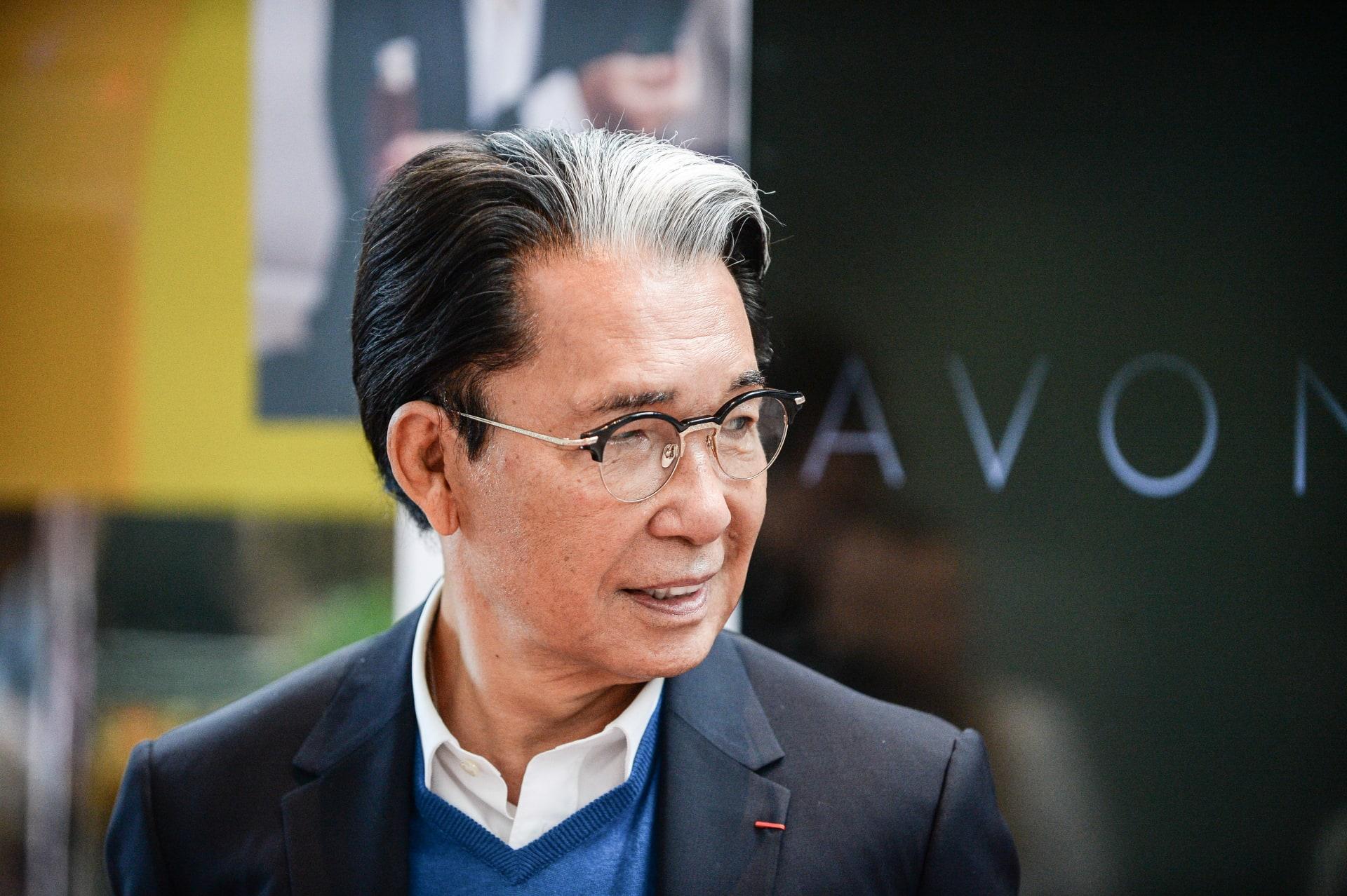 وفاة مصمم الأزياء الياباني كينزو تاكادا متأثرًا بإصابته كورونا