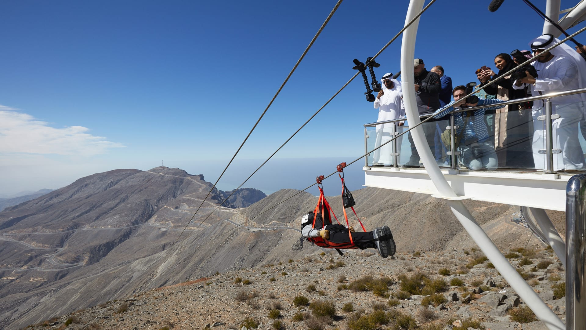 على جبل جيس الذي يلامس السحب.. تعرف لتجربة زيارة المطعم الأعلى ارتفاعا بالإمارات