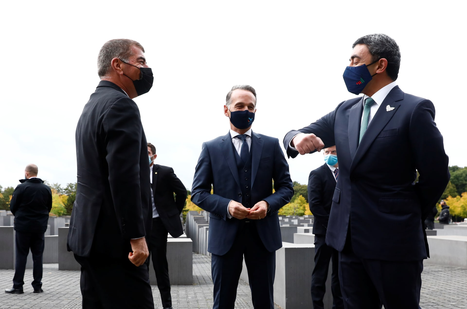 الخارجية الإسرائيلية تنشر صورا من زيارة عبدالله بن زايد وأشكينازي لنصب الهولوكوست التذكاري