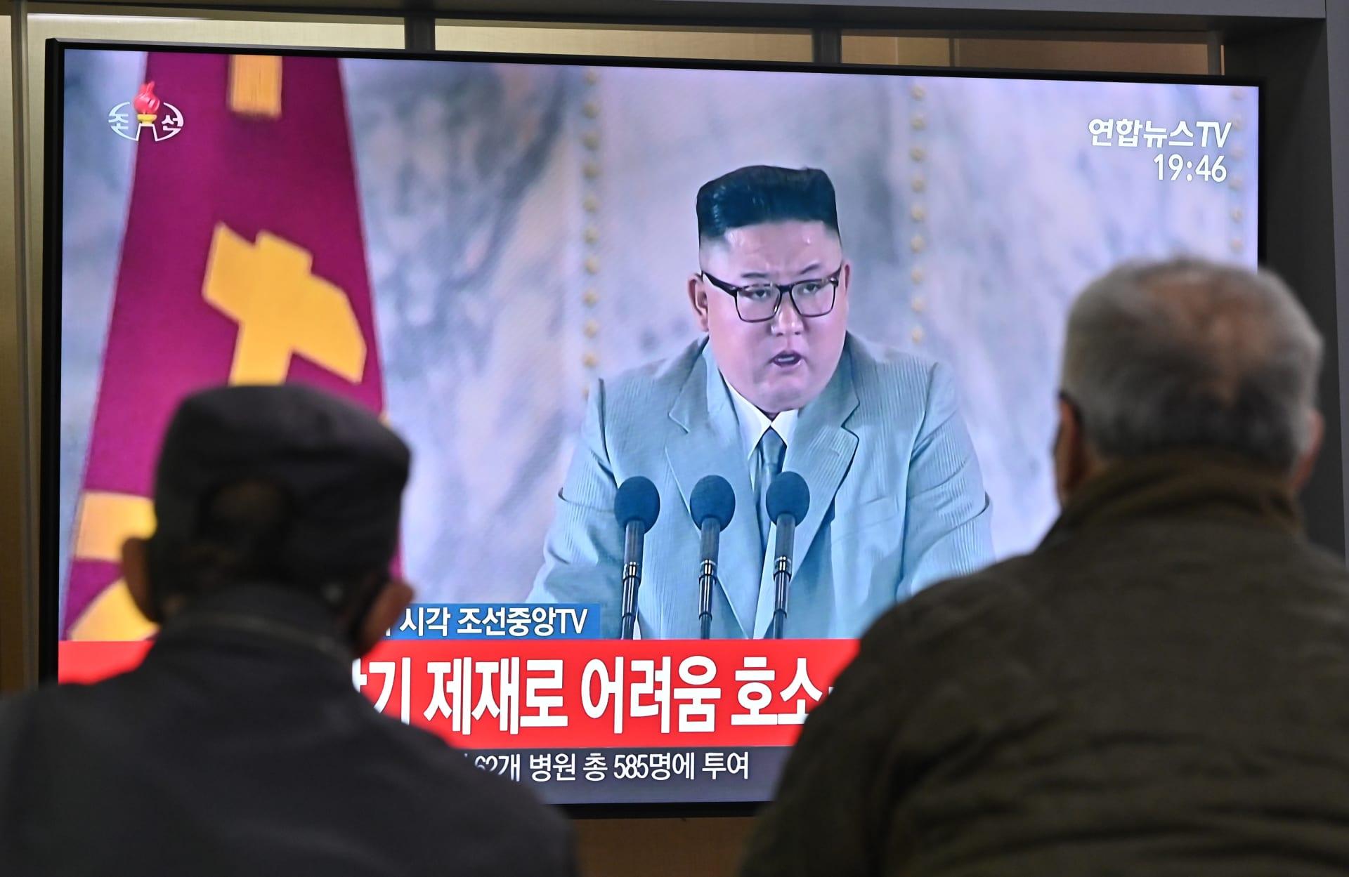 كيم جونغ أون يكشف عن صواريخ ضخمة جديدة.. ويبكي لدى إعلانه خلو بلاده من فيروس كورونا