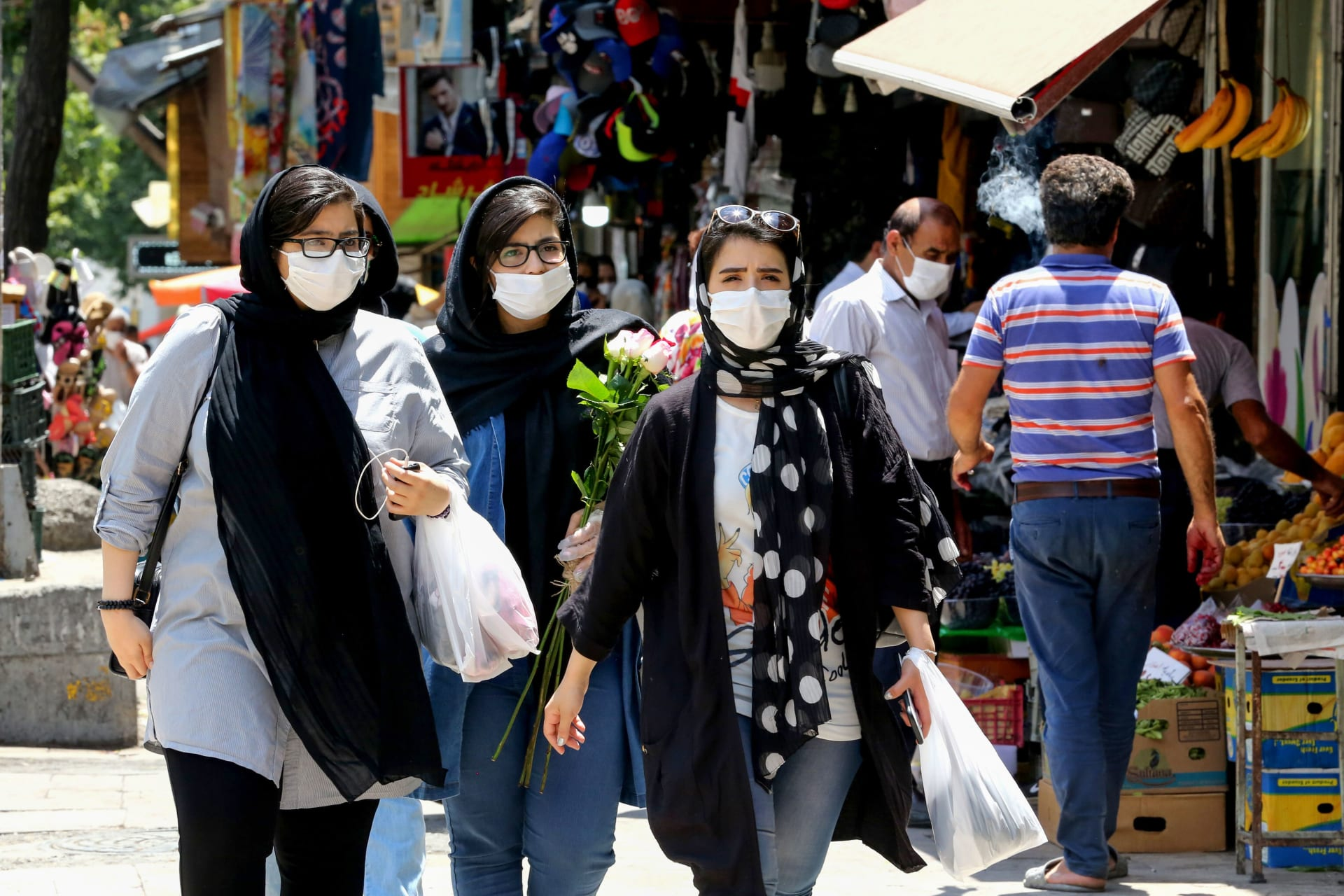 بعد تجاوز وفيات كورونا 28 ألفاً.. إيران: ارتداء الأقنعة أصبح إجباريًا في طهران