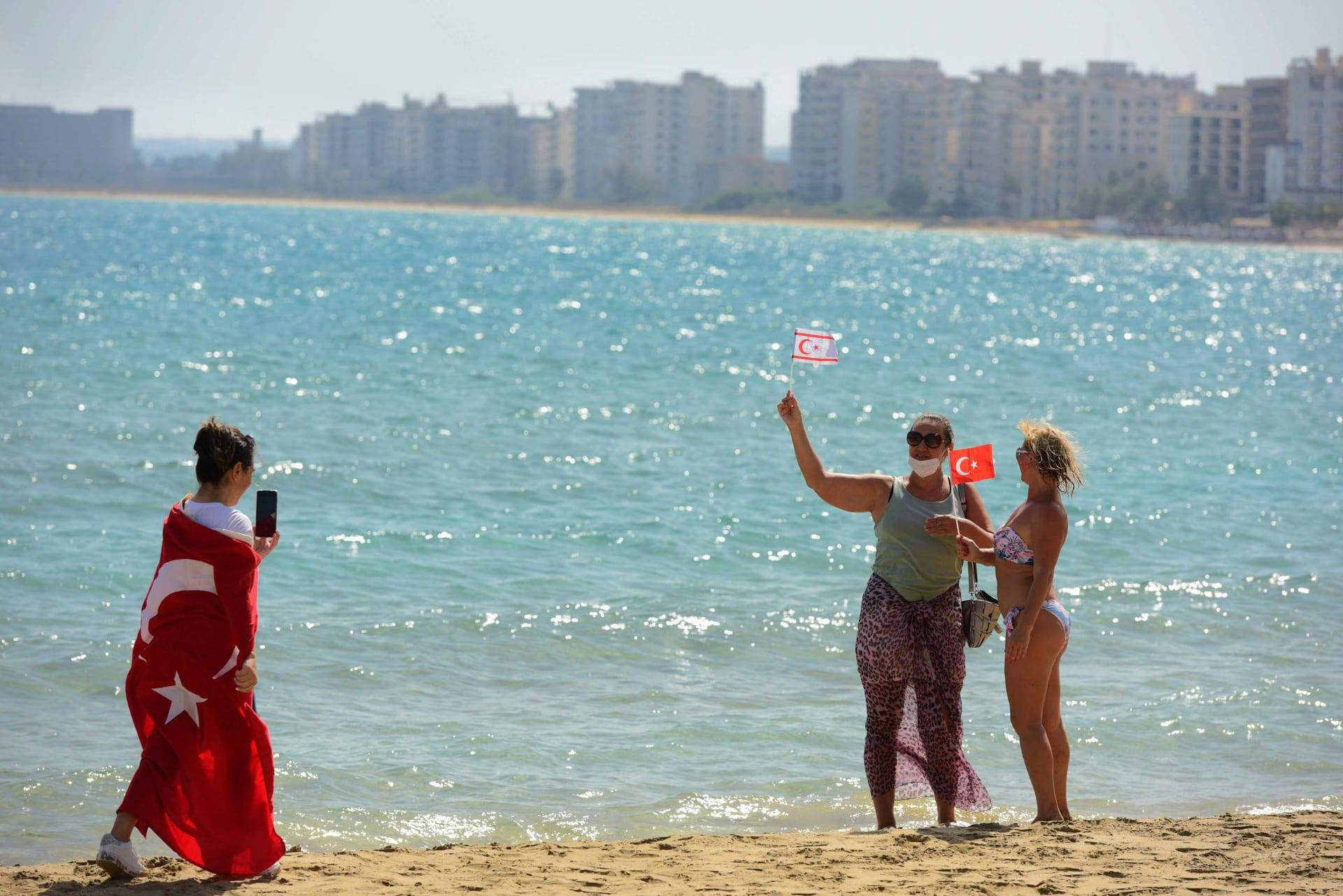 """بشمال قبرص.. افتتاح منتجع شاطئي بـ""""مدينة أشباح"""" لأول مرة منذ السبعينيات"""