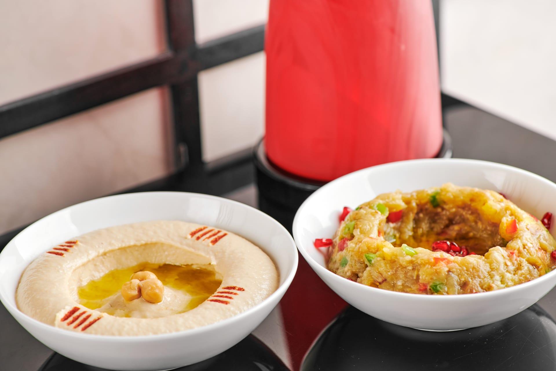"""في برج خليفة بدبي.. ما الذي يقدمه أول مطعم """"كوشر"""" في الإمارات؟"""