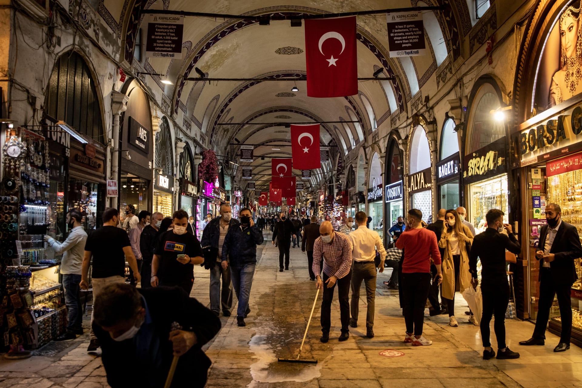 """وسم """"قاطعوا البضائع التركية"""" ينتشر بالسعودية.. واتهام لسعود القحطاني"""