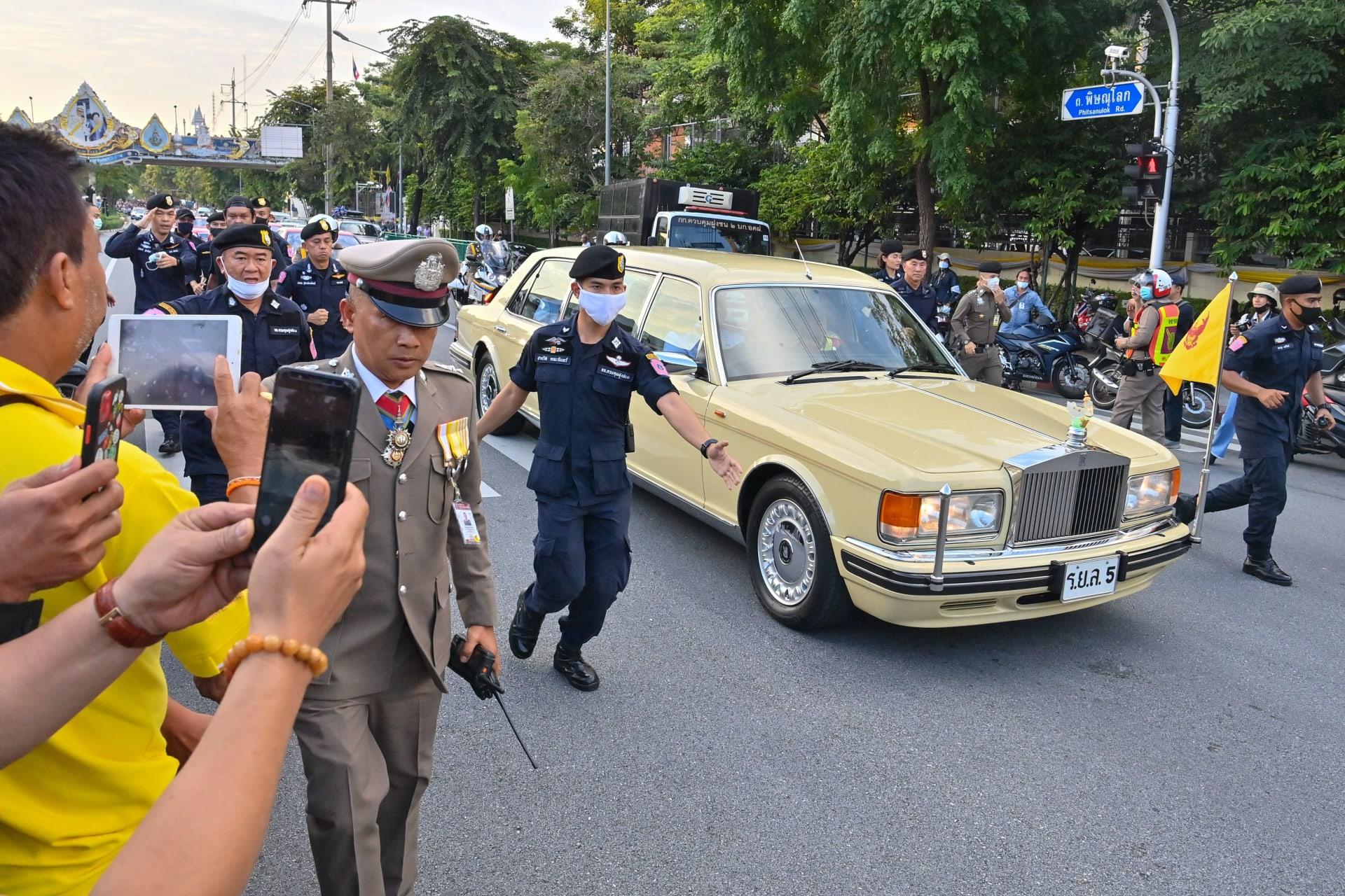 """متظاهران في تايلاند يواجهان عقوبة السجن مدى الحياة بتهمة """"العنف ضد الملكة"""""""