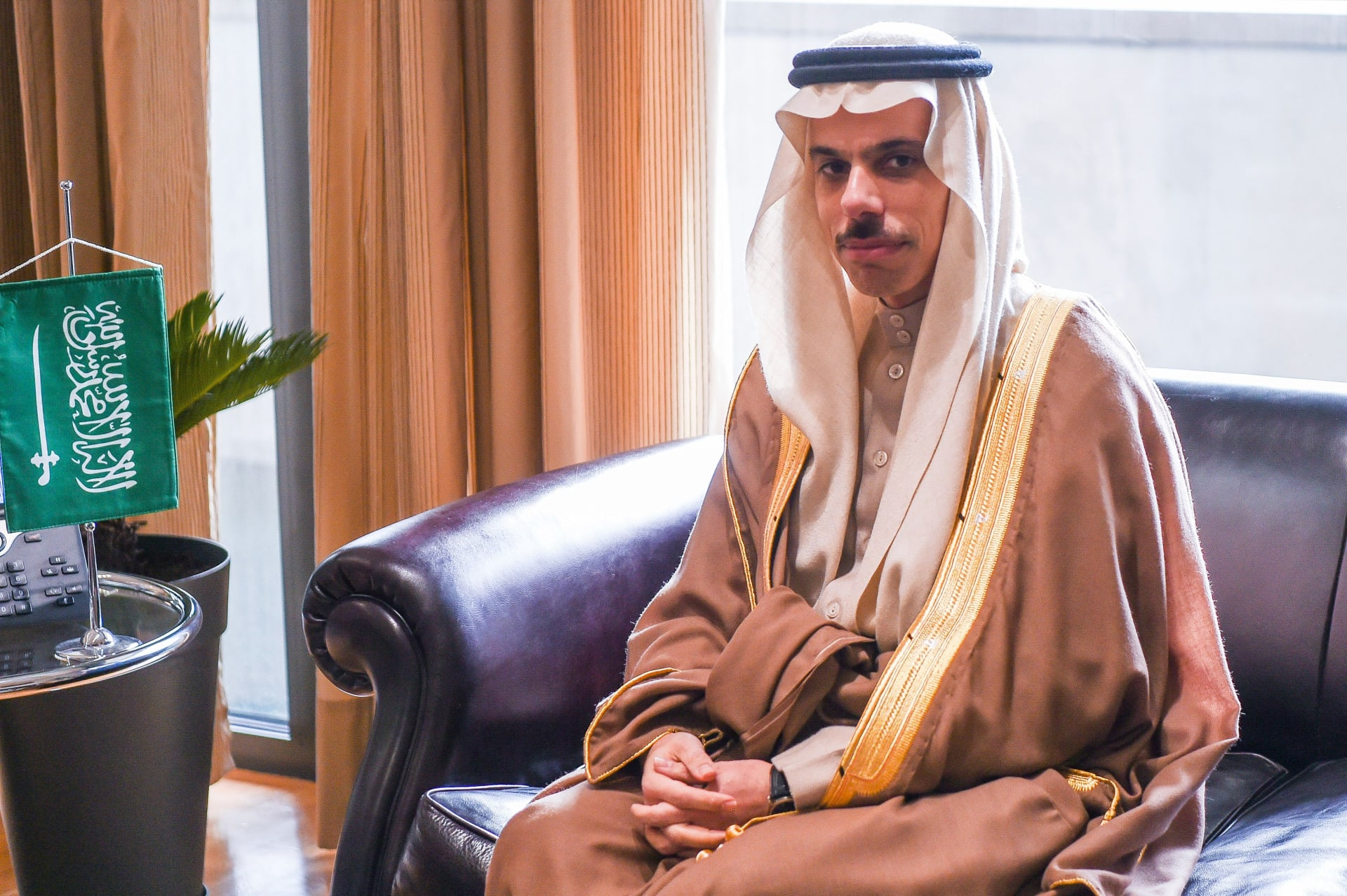 أول زيارة لوزير خارجية سعودي على الإطلاق.. بن فرحان يختتم رحلته بدولة أوروبية