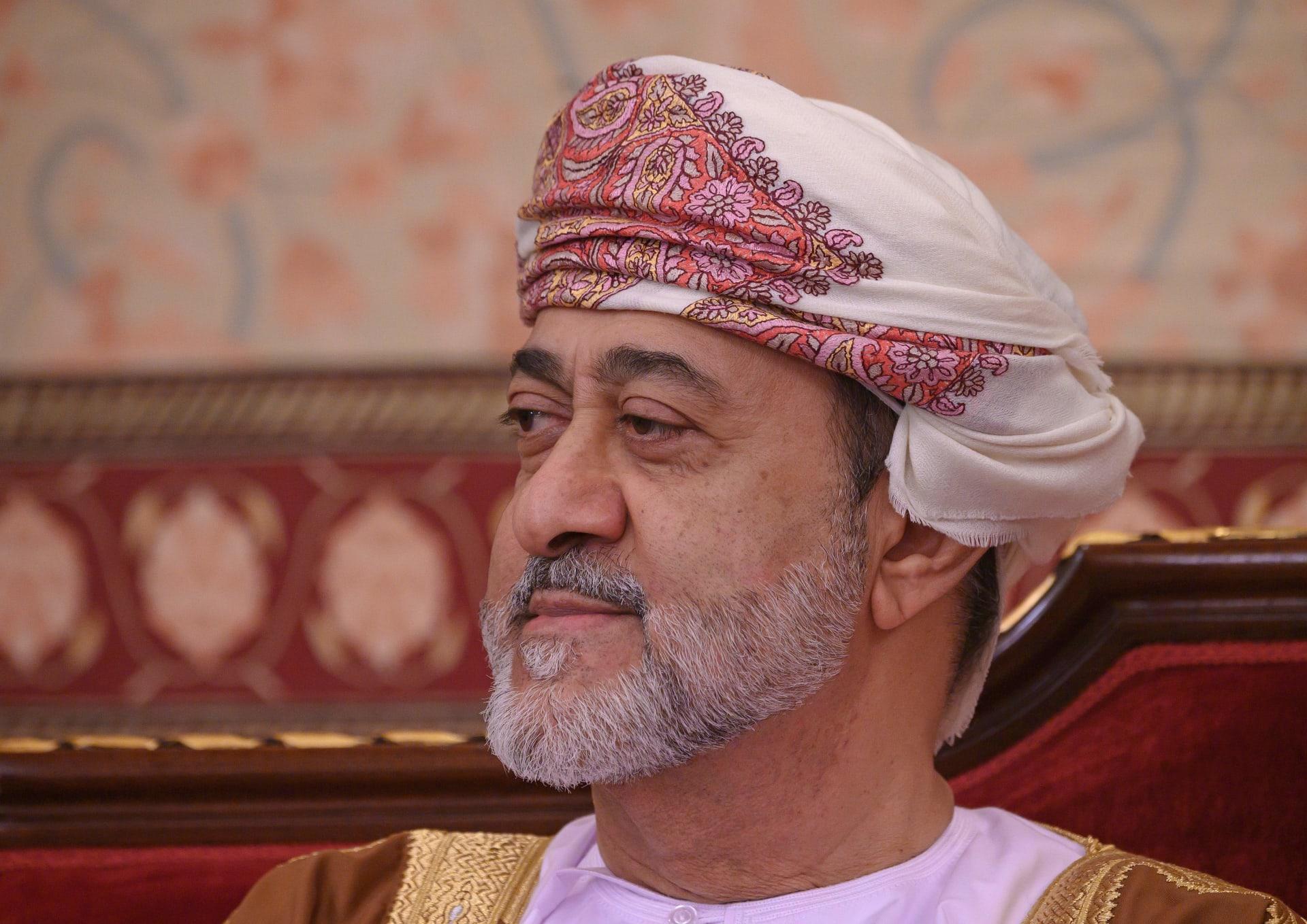 زوجة سلطان عُمان تكرم شخصيات نسائية في يوم المرأة الُعمانية