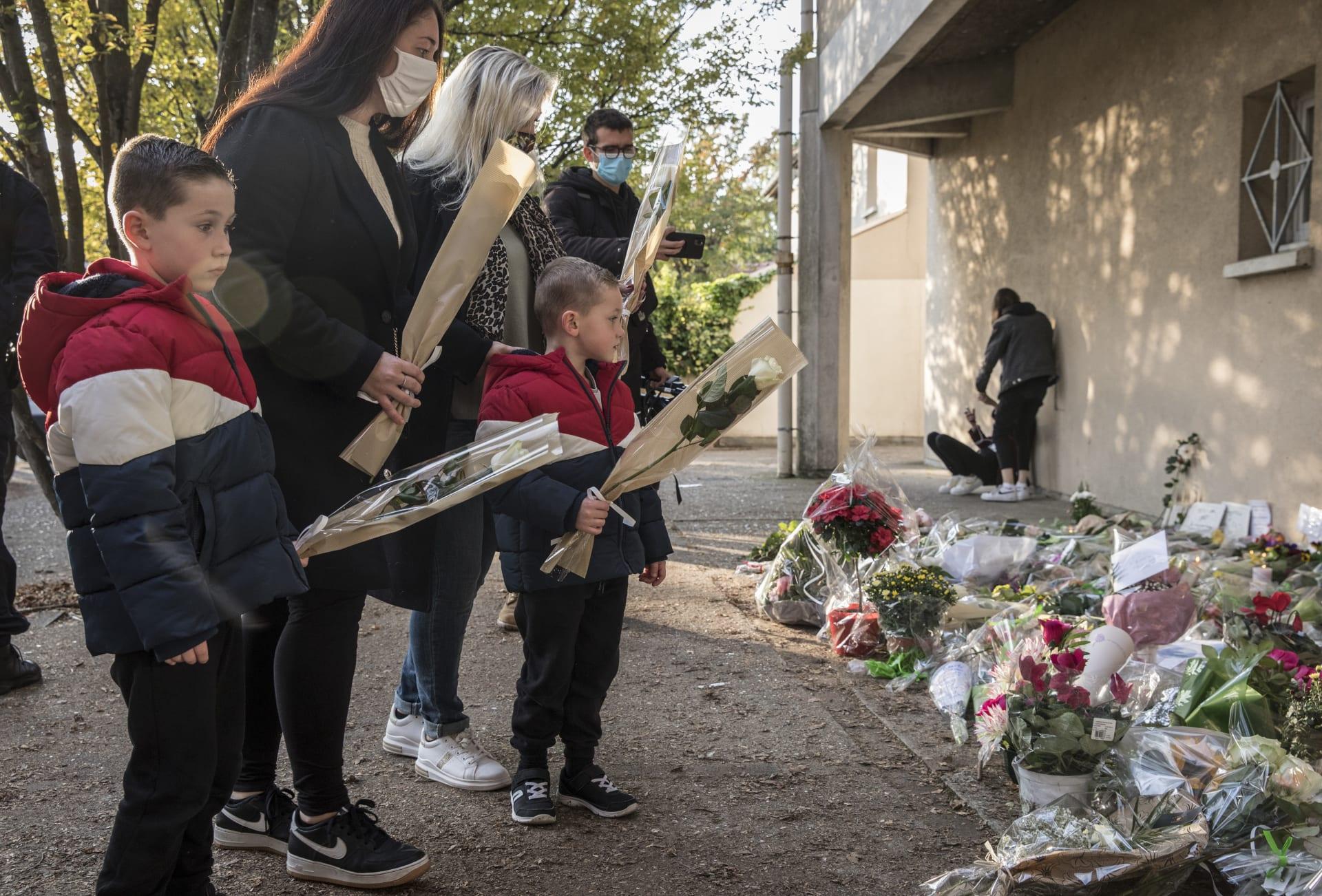 مفاجأة.. منفذ هجوم باريس طلب من التلاميذ الإشارة إلى المعلم الضحية