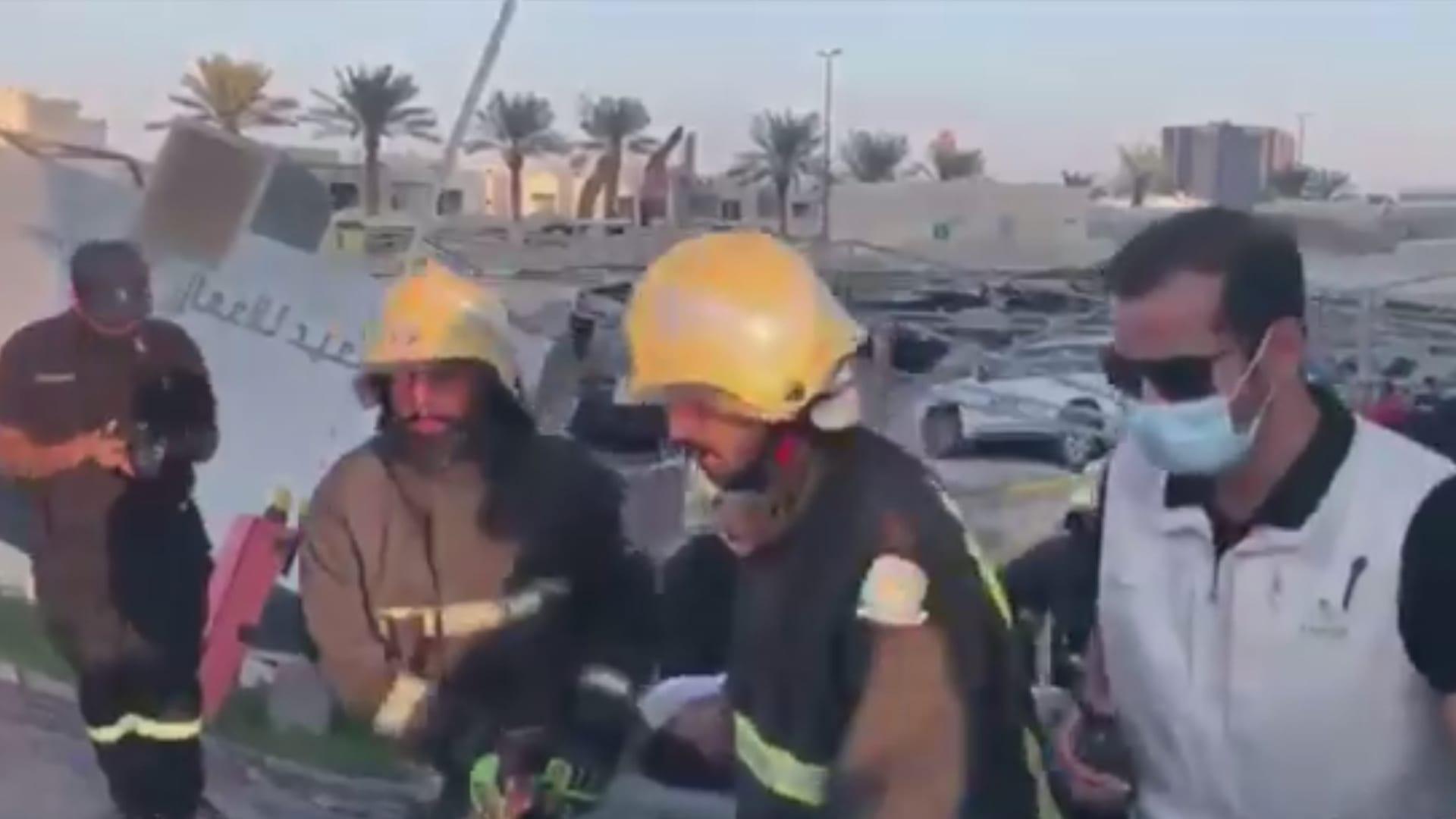 السعودية.. تداول فيديو لنجاة شخص لحظة وقوع انهيار أرضي بمواقف سيارات في الخبر